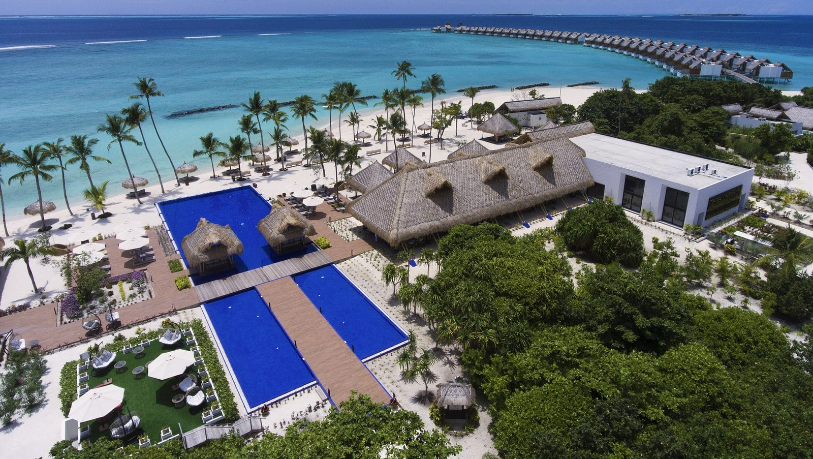 Мальдивы, отель Emerald Maldives Resort & Spa, бассейн