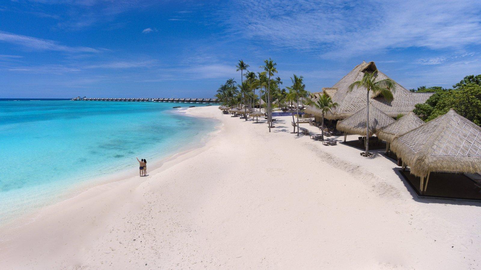 Мальдивы, отель Emerald Maldives Resort & Spa, пляж
