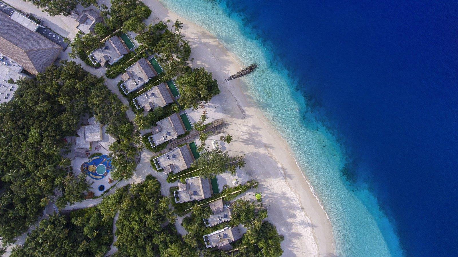 Мальдивы, отель Emerald Maldives Resort & Spa, номер Beach Villa
