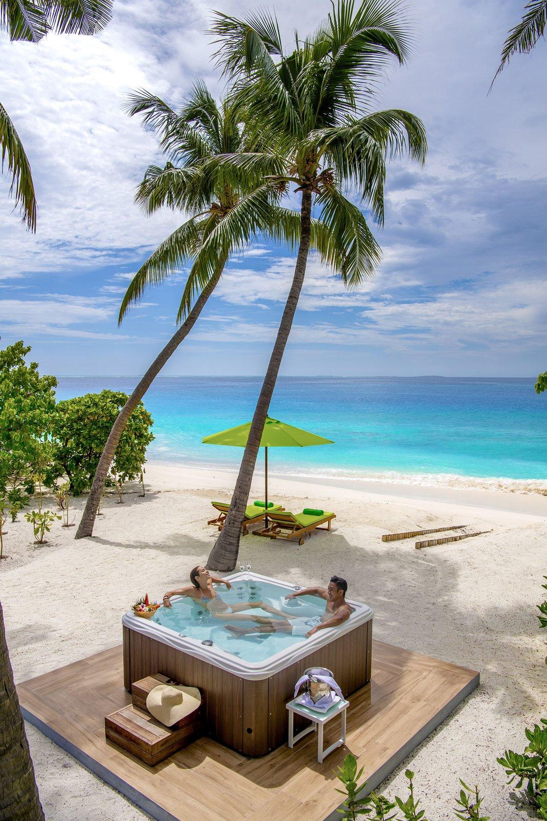 Мальдивы, отель Emerald Maldives Resort & Spa, номер Jacuzzi Beach Villa