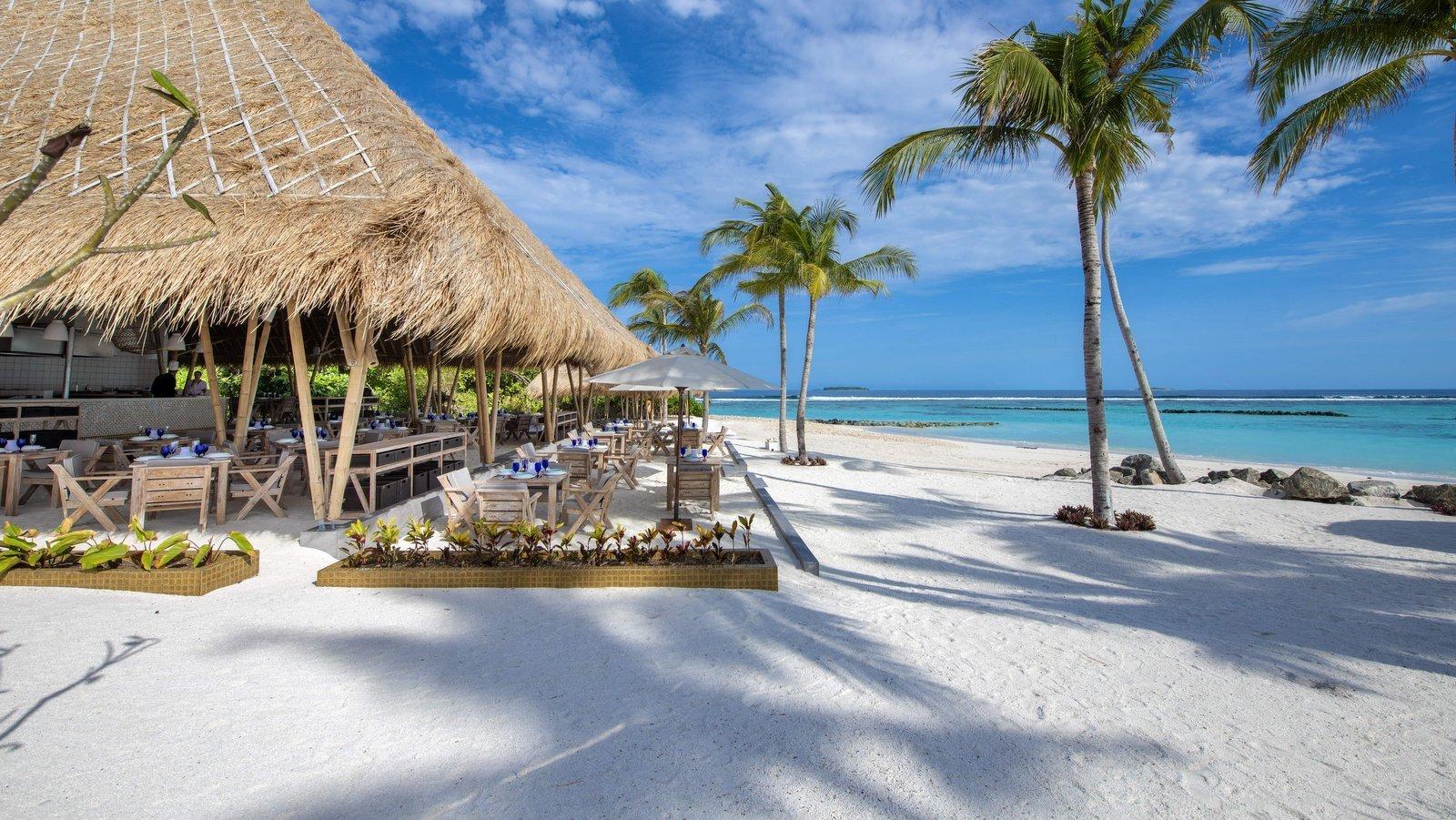 Мальдивы, отель Emerald Maldives Resort & Spa, ресторан Beach Club Grill