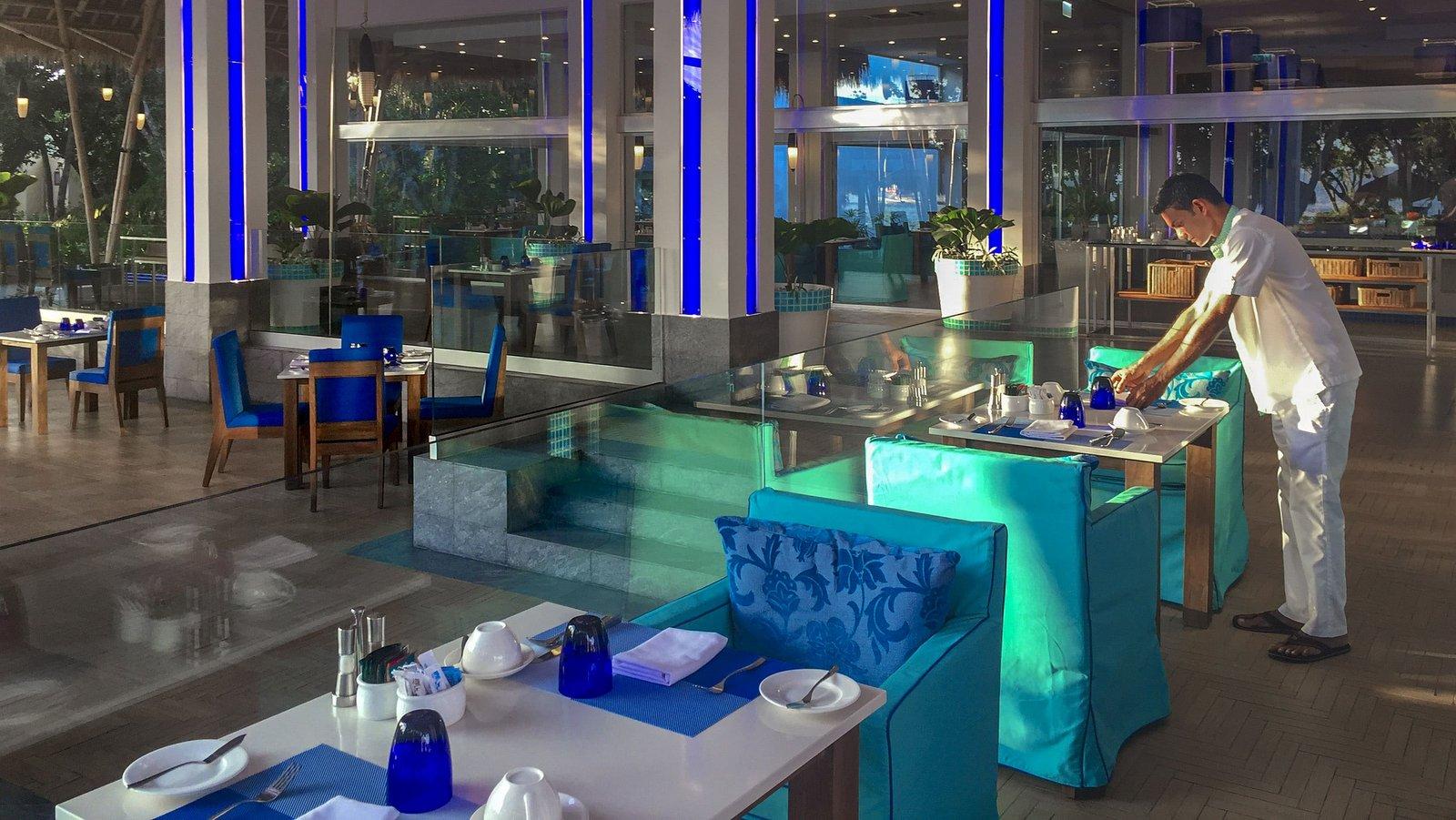 Мальдивы, отель Emerald Maldives Resort & Spa, ресторан Aqua
