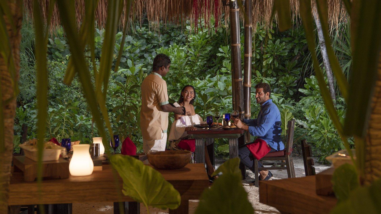 Мальдивы, отель Emerald Maldives Resort & Spa, ресторан Amazonicò