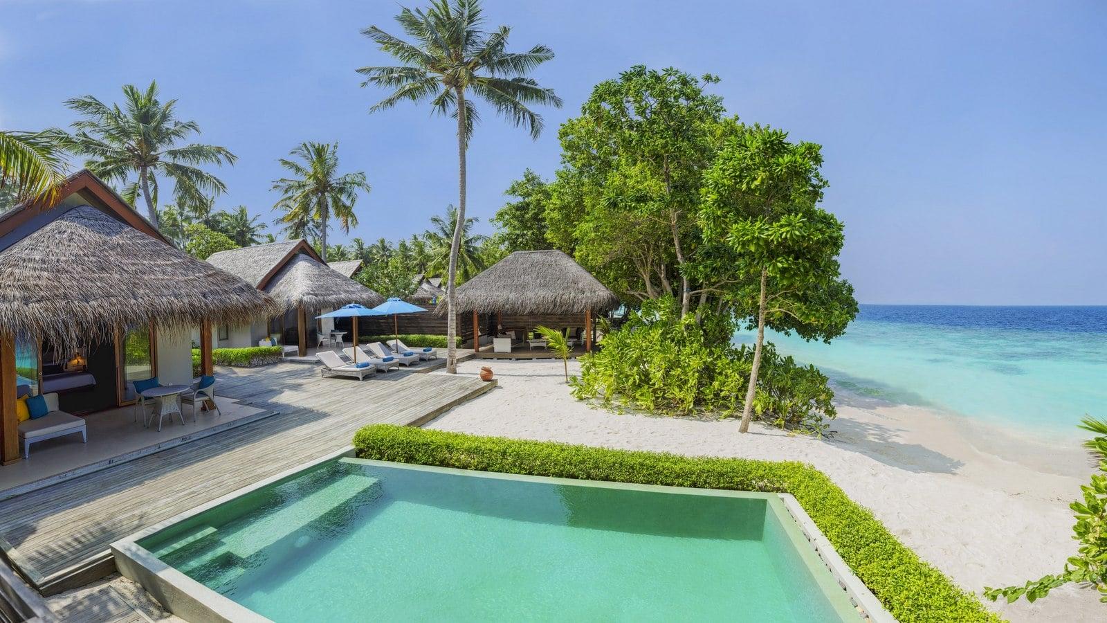 Мальдивы, отель Dusit Thani Maldives, номер Two Bedroom Family Beach Villa with Pool