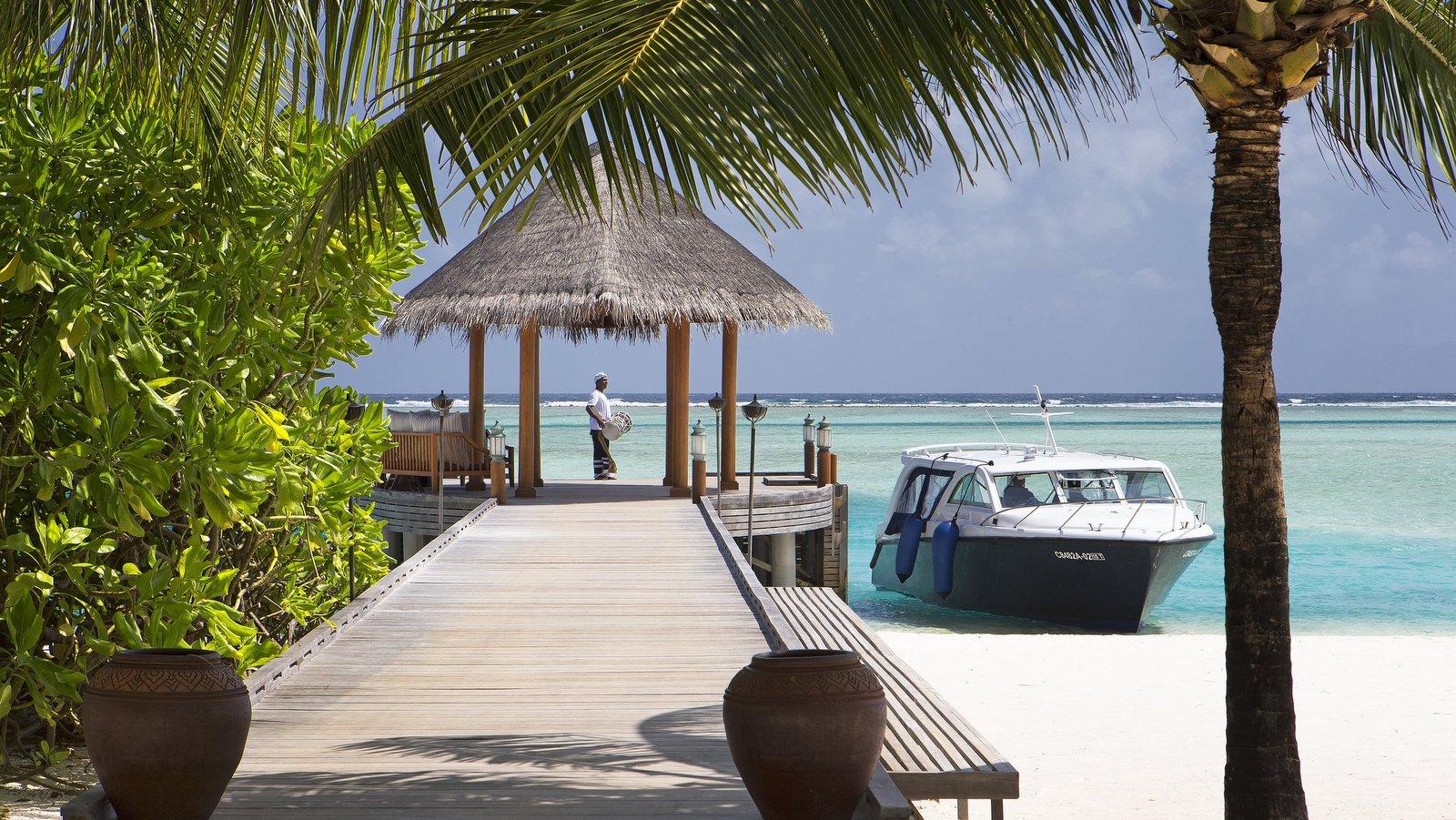 Мальдивы, отель Anantara Dhigu Maldives Resort, пристань