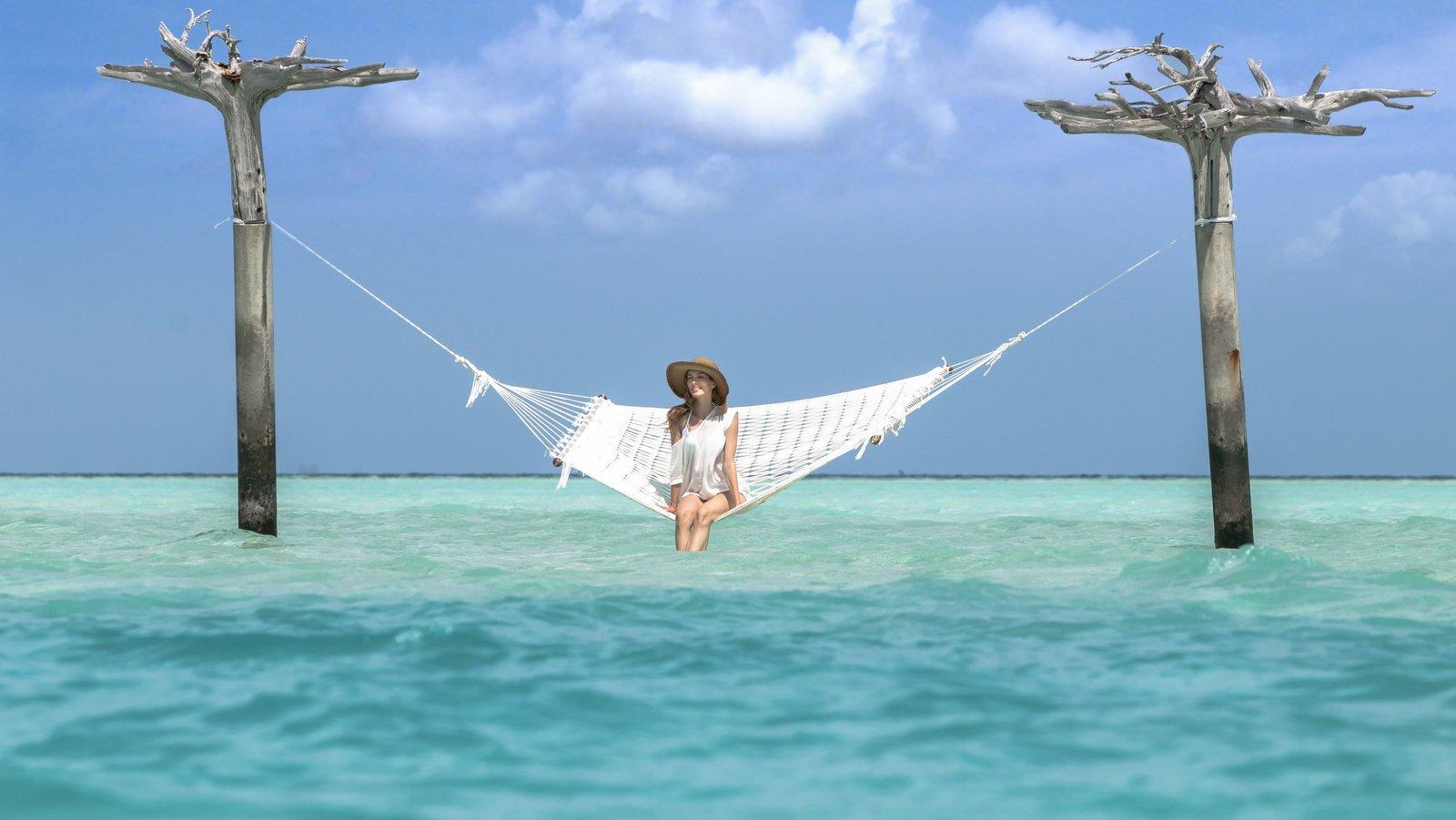 Мальдивы, отель Anantara Dhigu Maldives Resort, качели