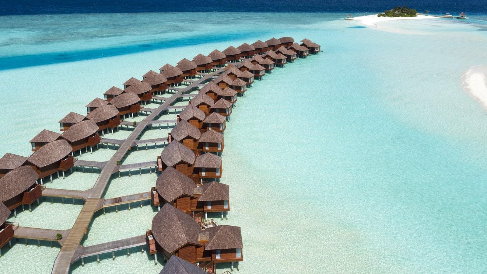 Мальдивы, отель Anantara Dhigu Maldives Resort, водные виллы