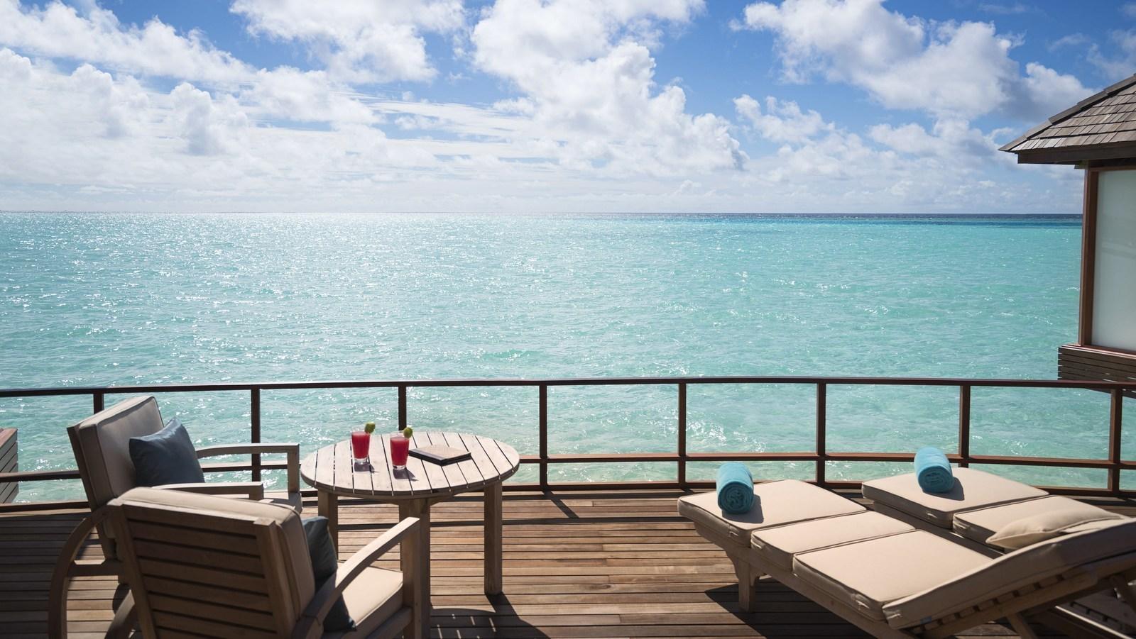 Мальдивы, отель Anantara Dhigu Maldives Resort, номер Over Water Suite