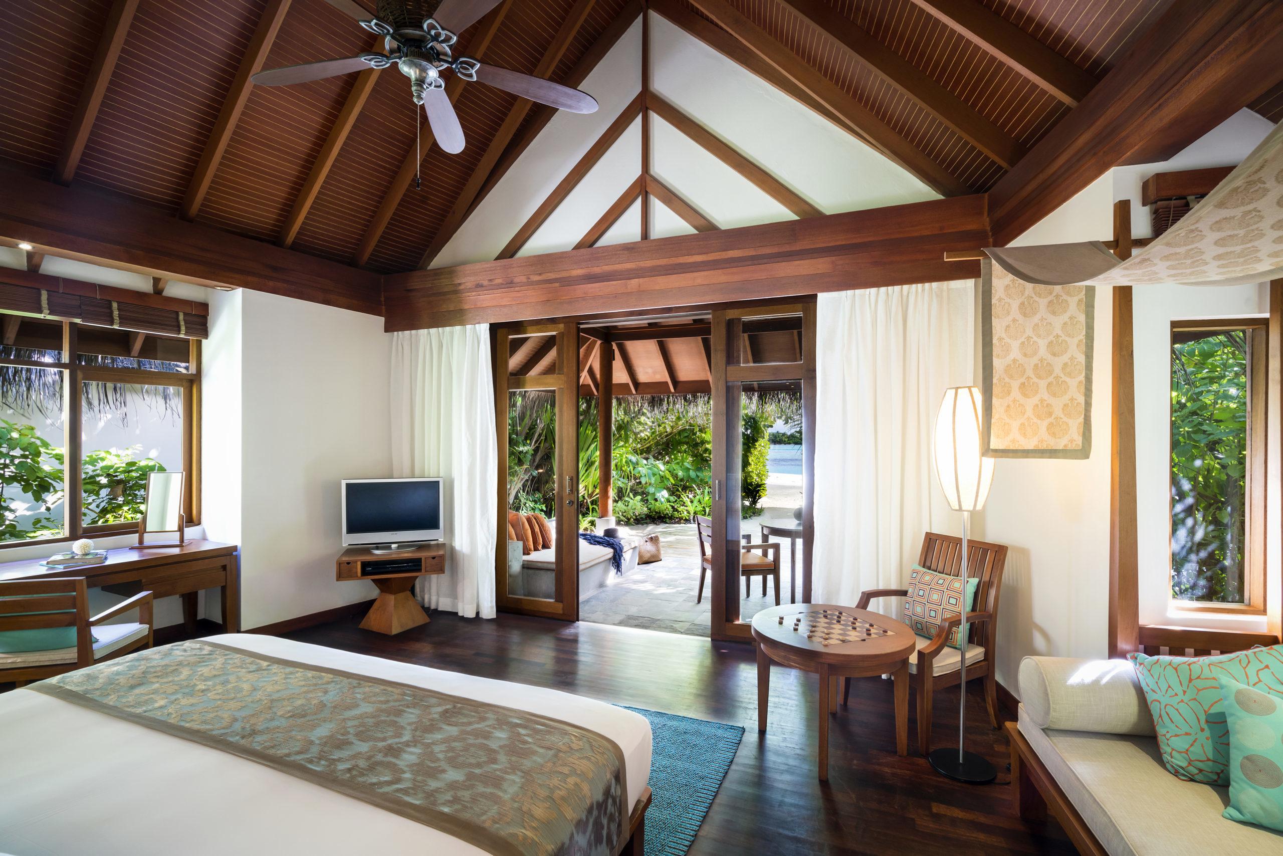 Мальдивы, отель Anantara Dhigu Maldives Resort, номер Beach Villa