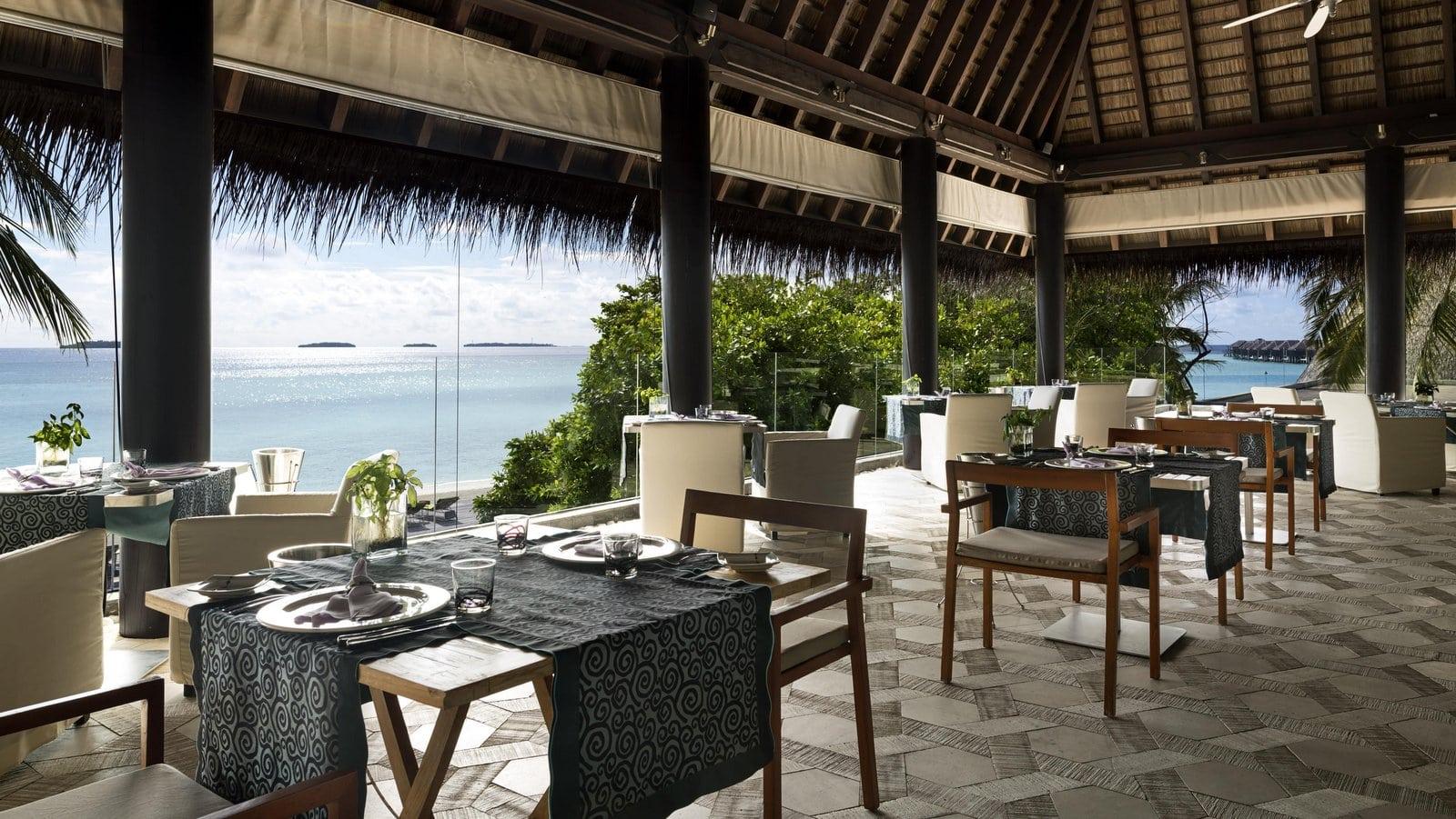 Мальдивы, отель Anantara Kihavah Maldives Villas, ресторан Manzaru