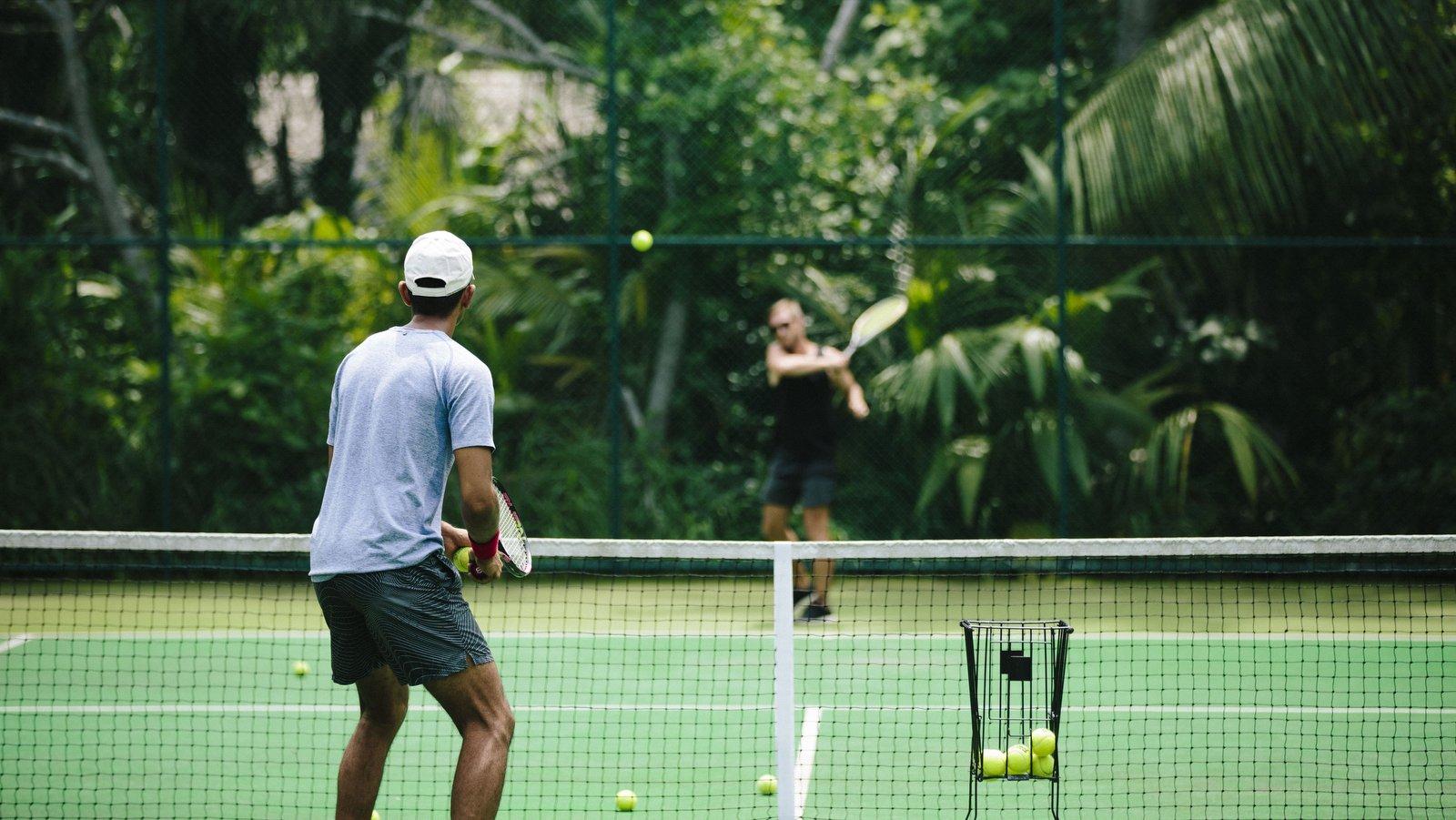 Мальдивы, отель Anantara Kihavah Maldives Villas, теннисный корт