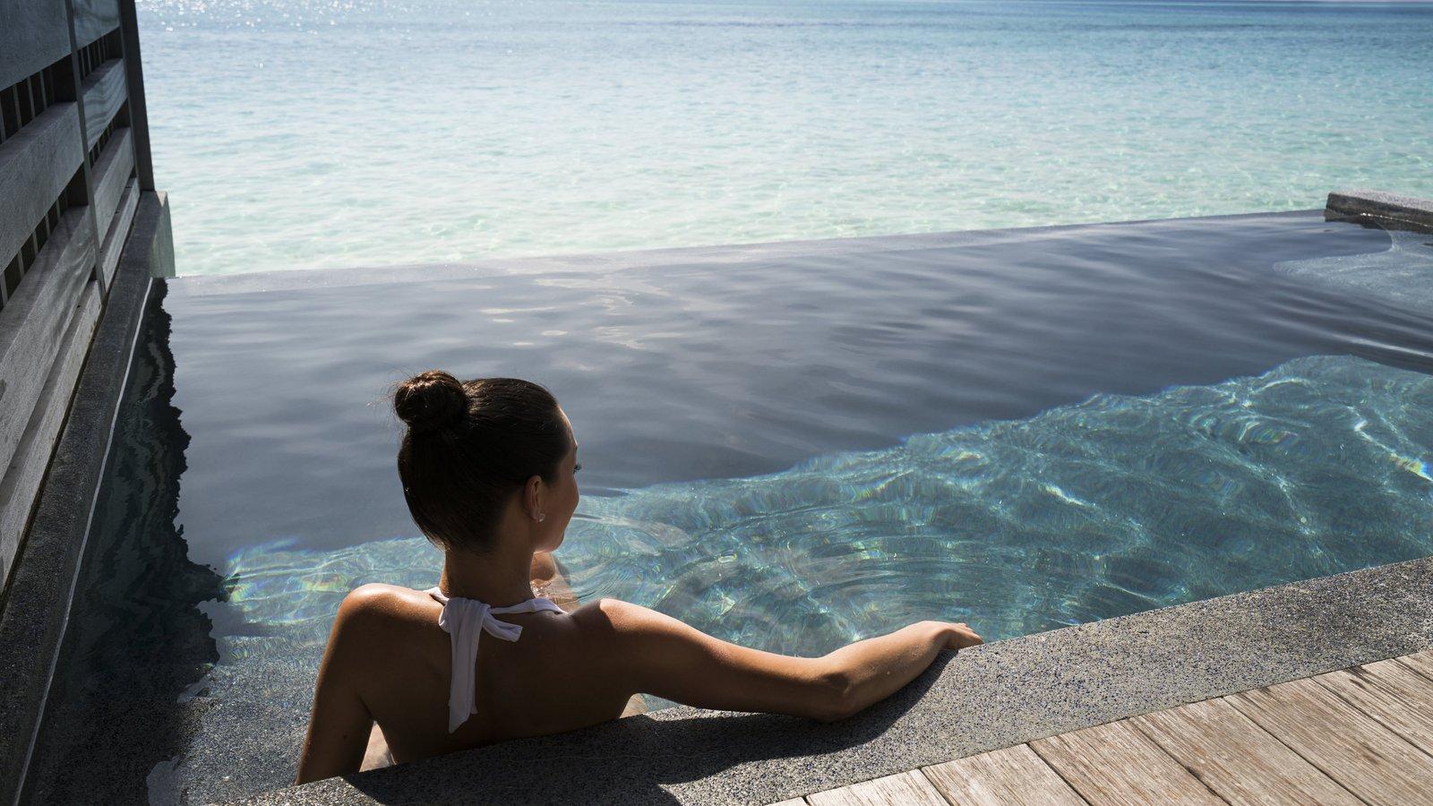 Мальдивы, отель Anantara Veli Resort, номер Deluxe Over Water Pool Bungalow