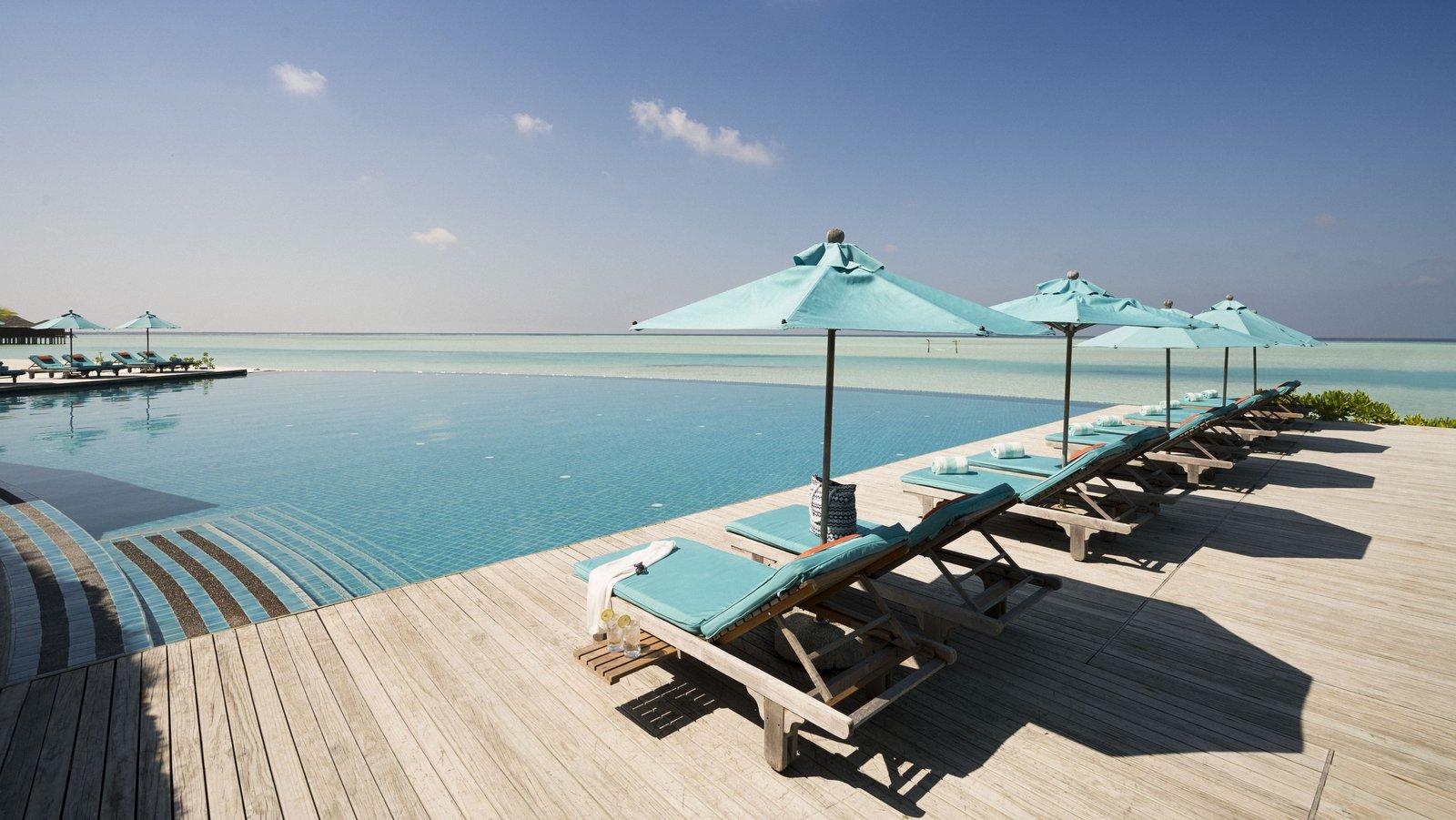 Мальдивы, отель Anantara Dhigu Maldives Resort, бассейн