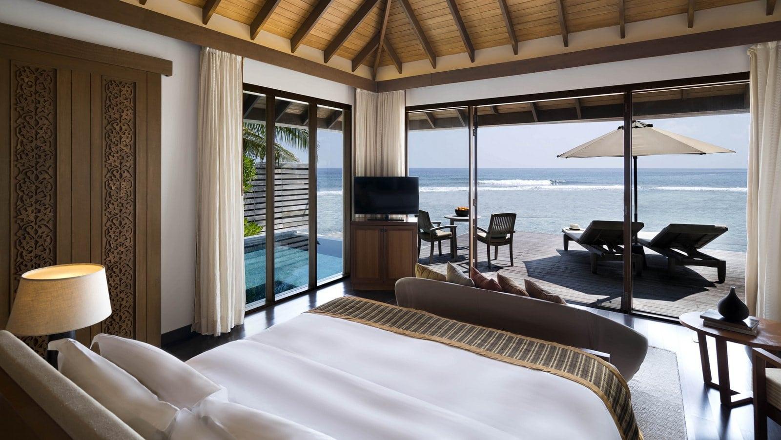 Мальдивы, отель Anantara Veli Resort, номер Ocean Pool Bungalow