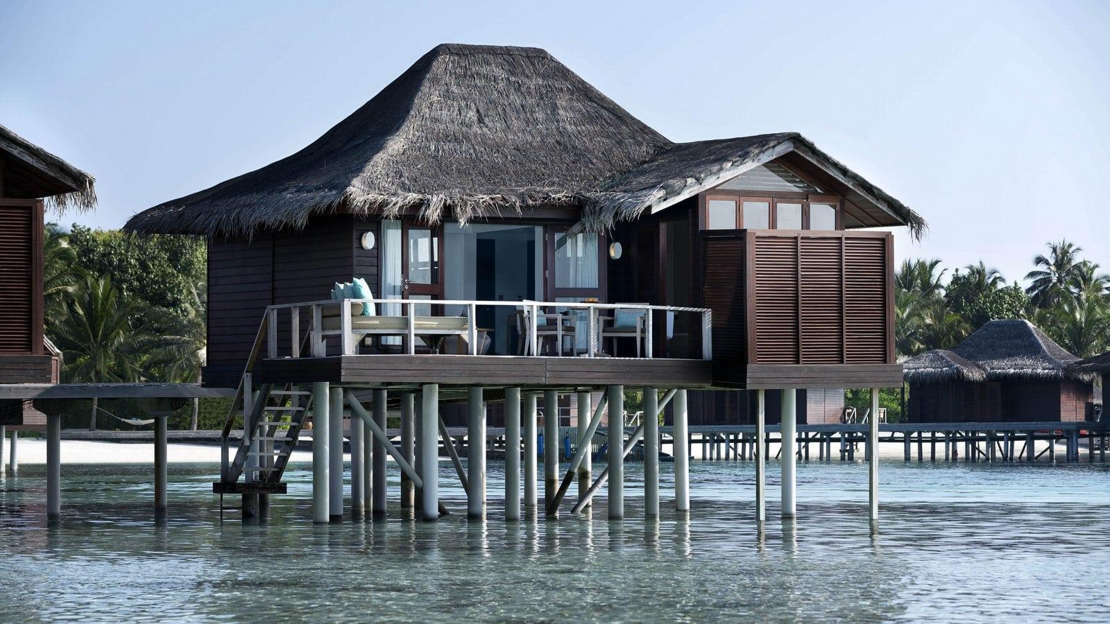Мальдивы, отель Anantara Veli Resort, номер Over Water Bungalow