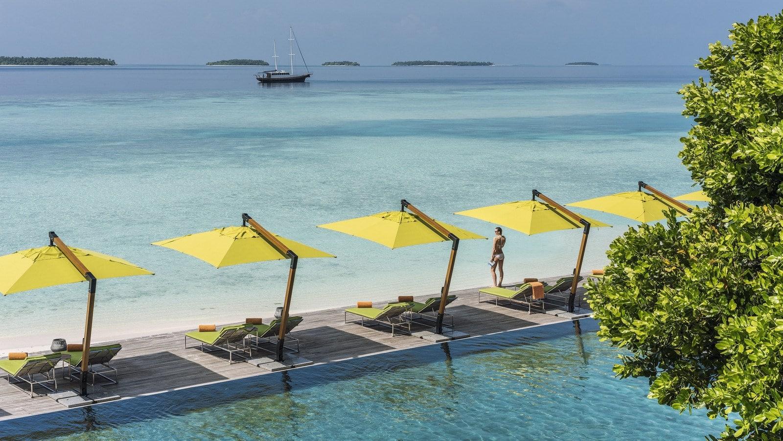 Мальдивы, отель Anantara Kihavah Maldives Villas, бассейн