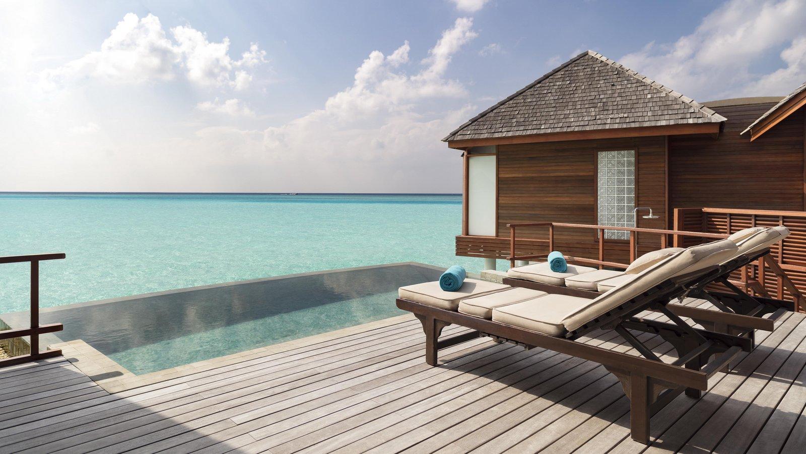 Мальдивы, отель Anantara Dhigu Maldives Resort, номер Anantara Over Water Pool Suite