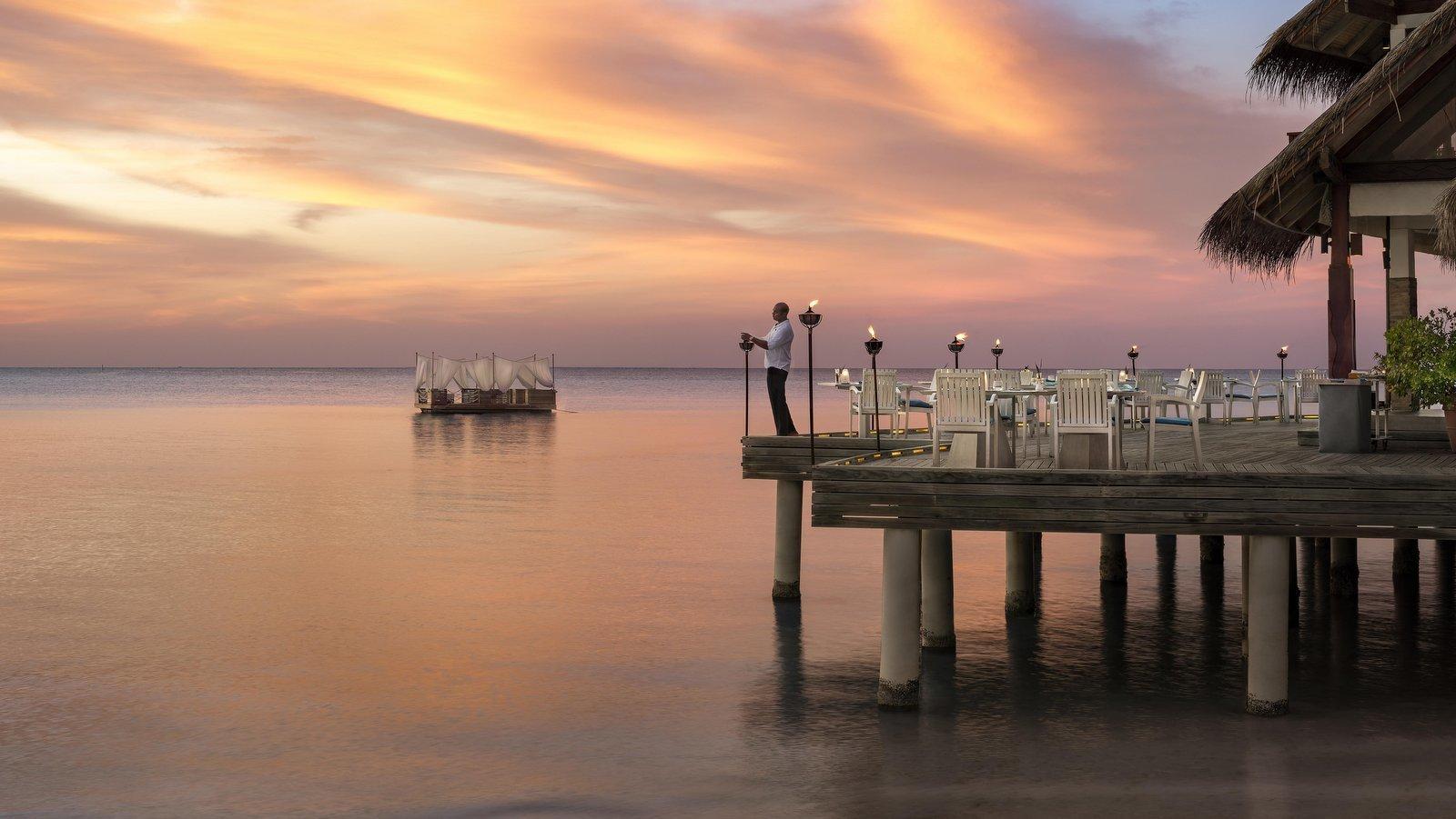 Мальдивы, отель Anantara Dhigu Maldives Resort, ресторан Sea. Fire. Salt