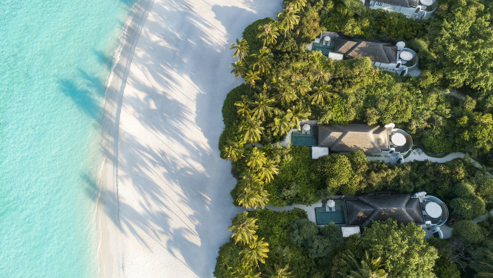 Мальдивы, отель Anantara Kihavah Maldives Villas, пляж