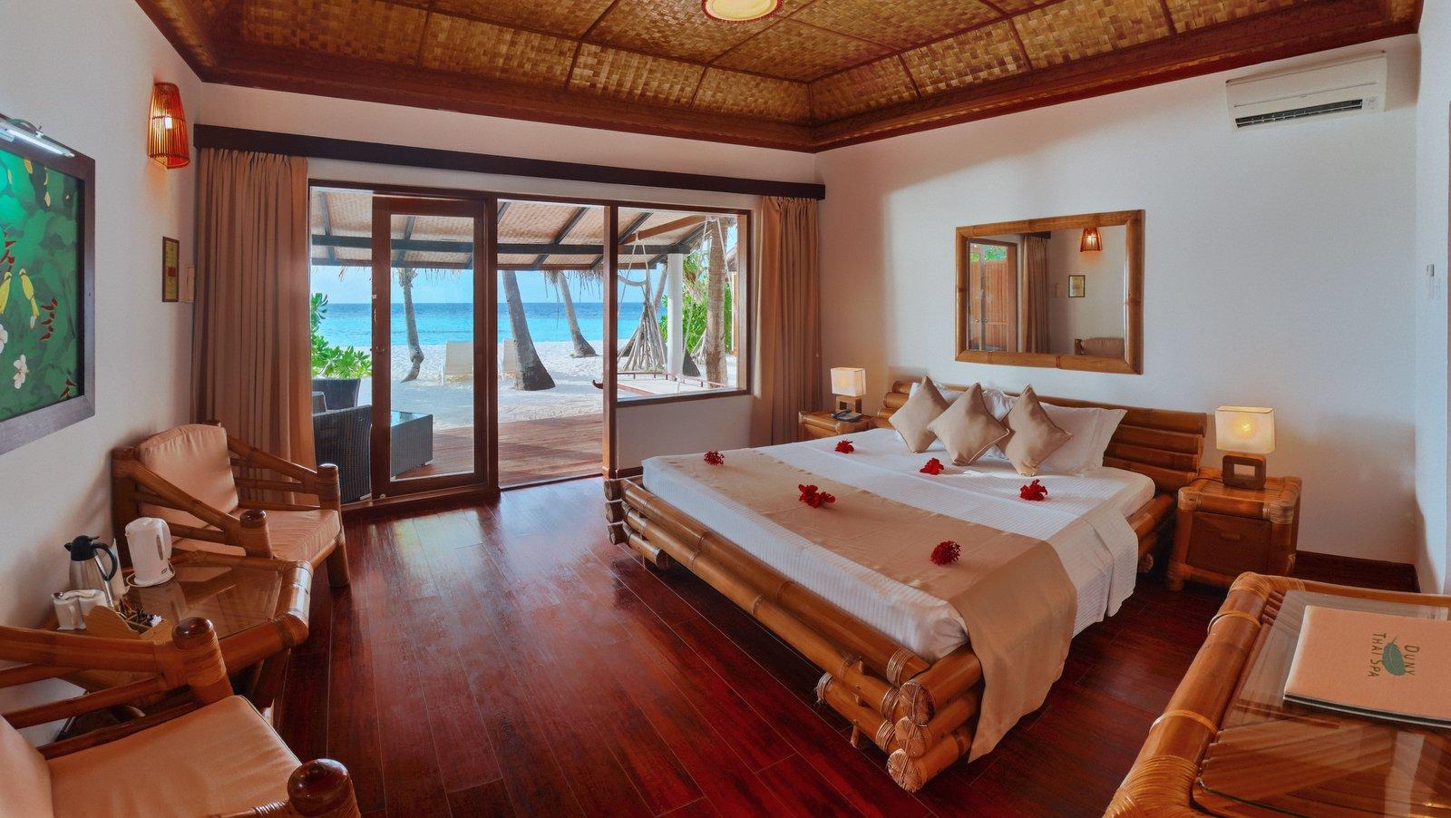 Мальдивы, отель Angaga Island Resort & Spa, номер Superior Beach Bungalow