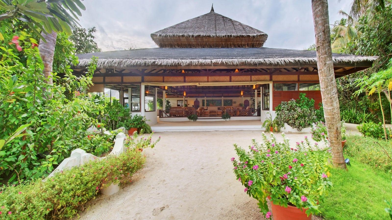 Мальдивы, отель Angaga Island Resort & Spa, лобби