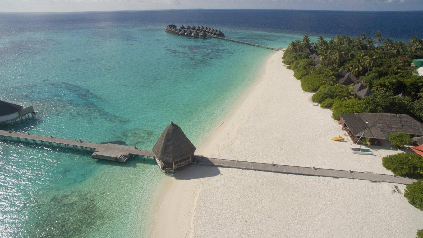 Мальдивы, отель Angaga Island Resort & Spa, пляж