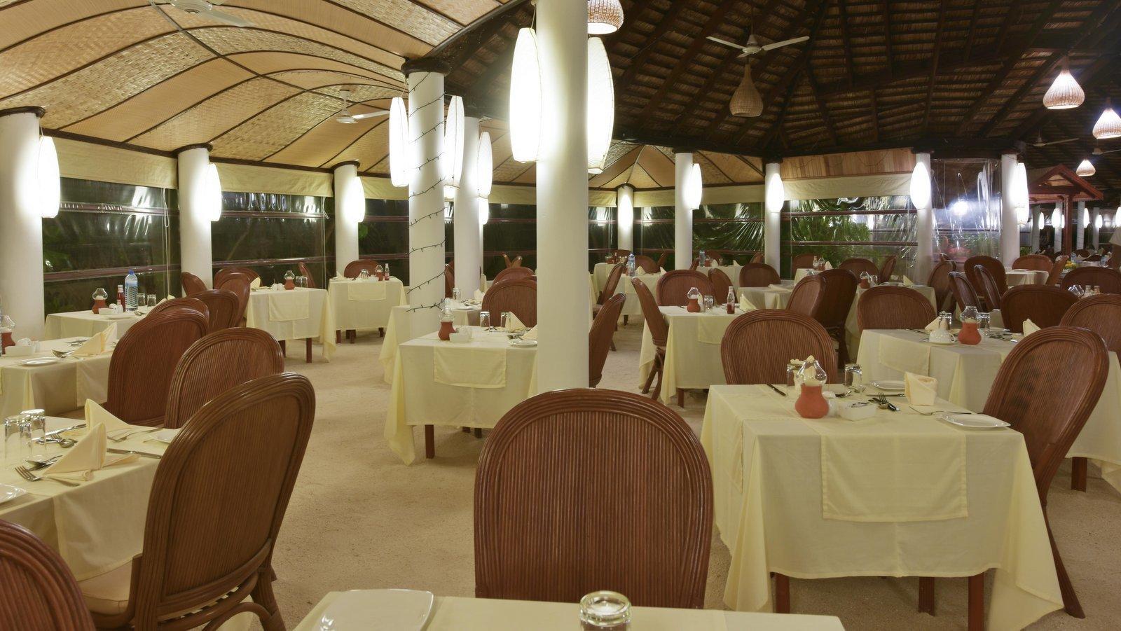 Мальдивы, отель Angaga Island Resort & Spa, ресторан