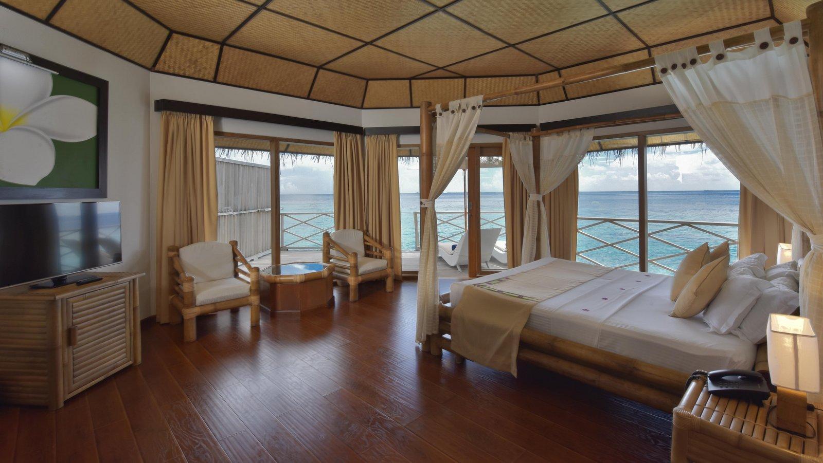 Мальдивы, отель Angaga Island Resort & Spa, номер Superior Water Bungalow