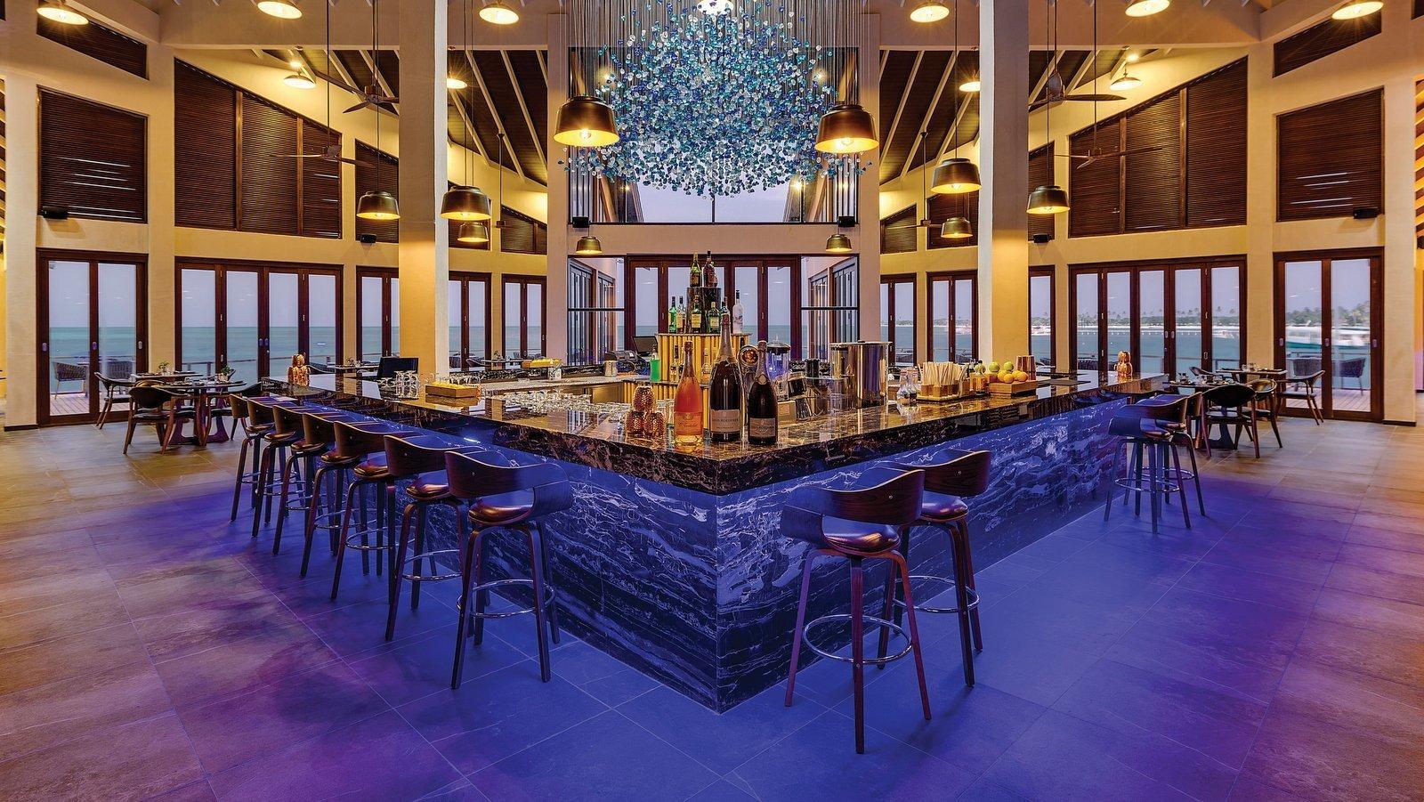 Мальдивы, отель Atmosphere Kanifushi Maldives, PIER SIX Bar