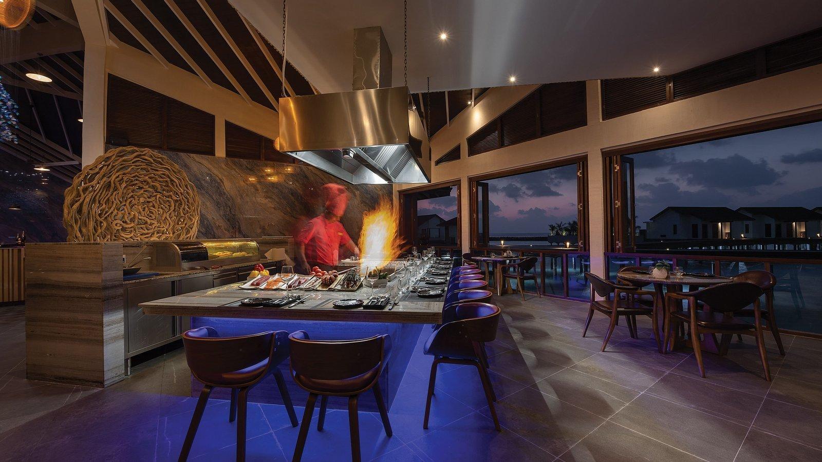 Мальдивы, отель Atmosphere Kanifushi Maldives, ресторан Teppanyaki Grill