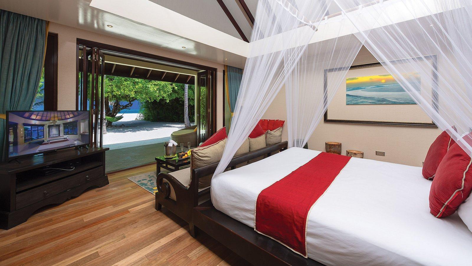 Мальдивы, отель Atmosphere Kanifushi Maldives, номер Sunset Deluxe Beach Villa