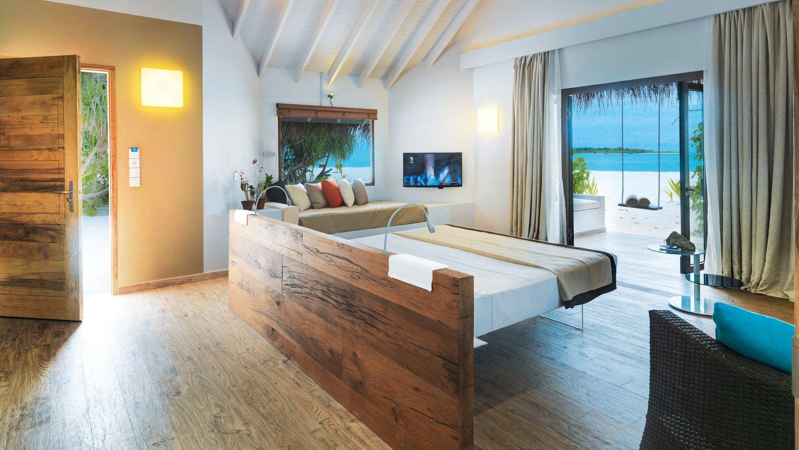 Мальдивы, отель Cocoon Maldives, номер Beach Suite