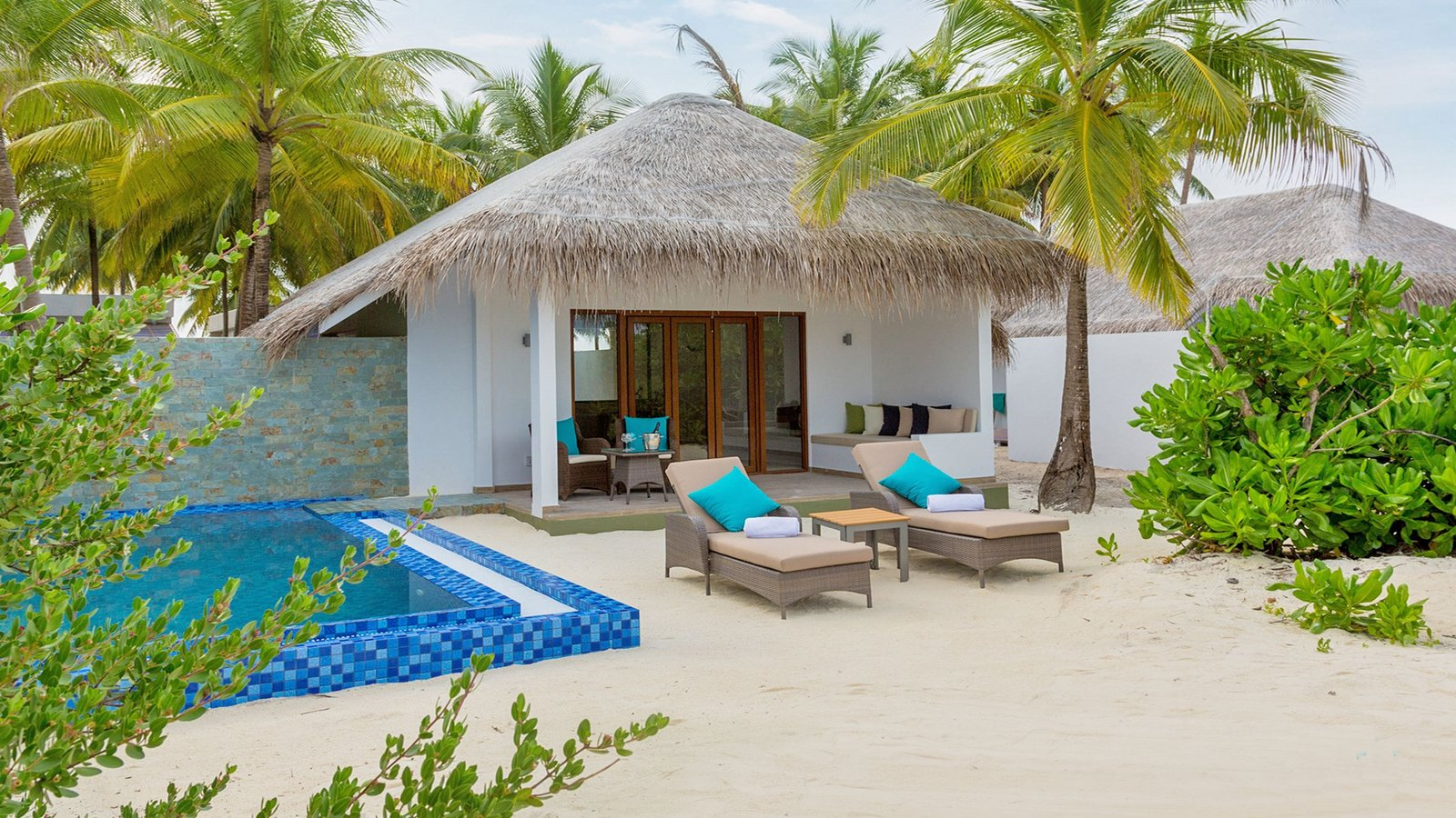 Мальдивы, отель Cocoon Maldives, номер Beach Suite Pool