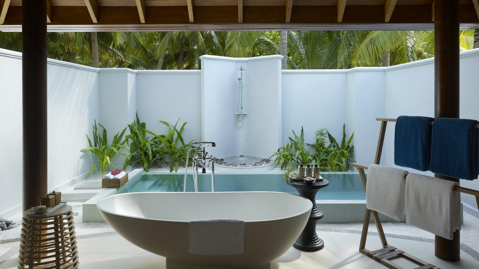 Мальдивы, отель Dusit Thani Maldives, номер Beach Villa with Pool