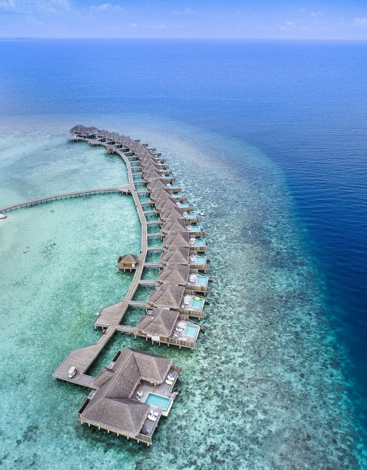 Мальдивы, отель Dusit Thani Maldives, водные виллы