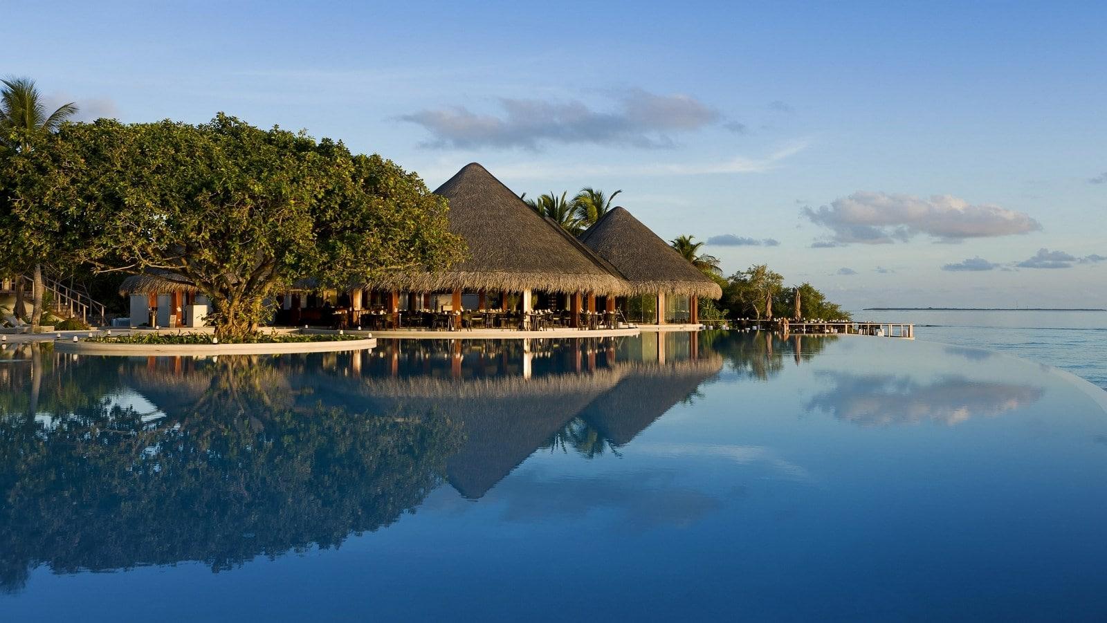 Мальдивы, отель Dusit Thani Maldives, бассейн