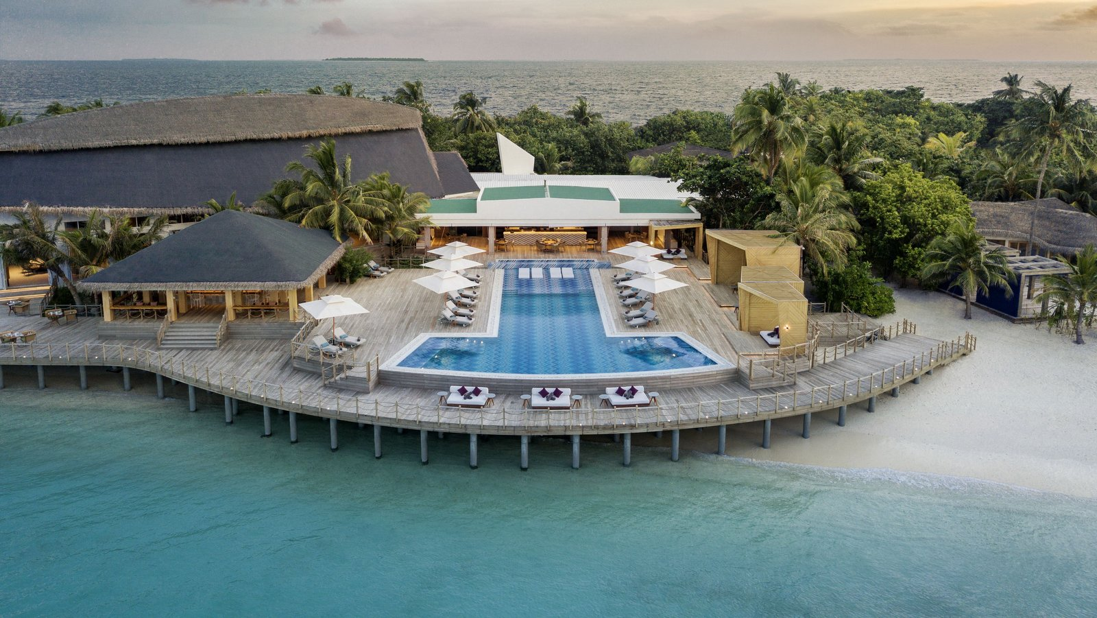 Мальдивы, отель JW Marriott Maldives Resort, бассейн