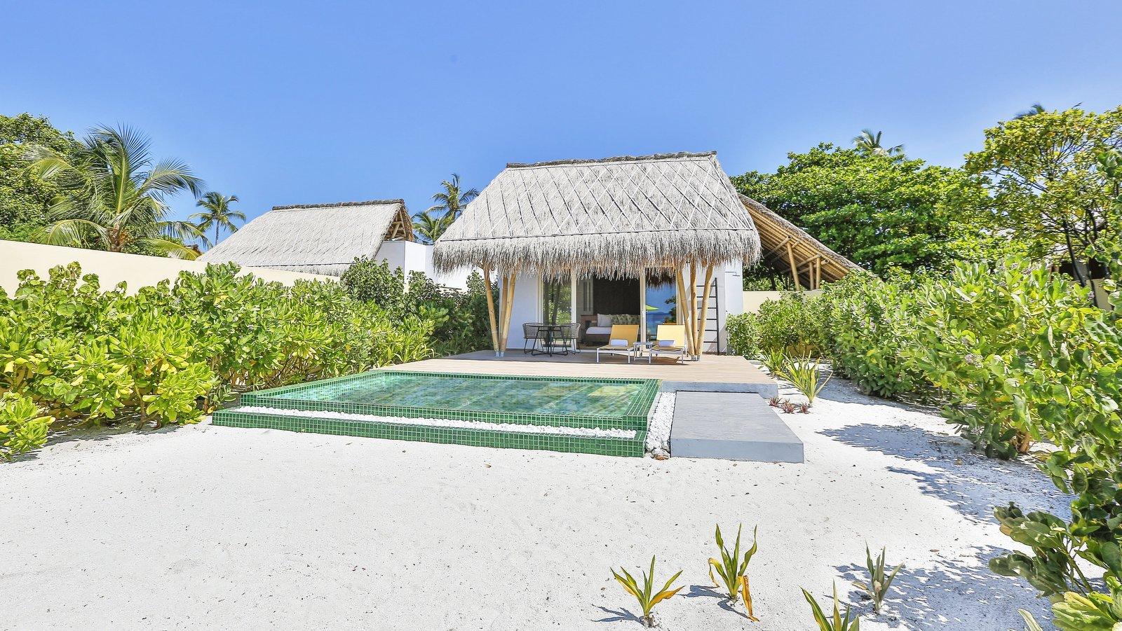 Мальдивы, отель Emerald Maldives Resort & Spa, номер Beach Villa with Pool
