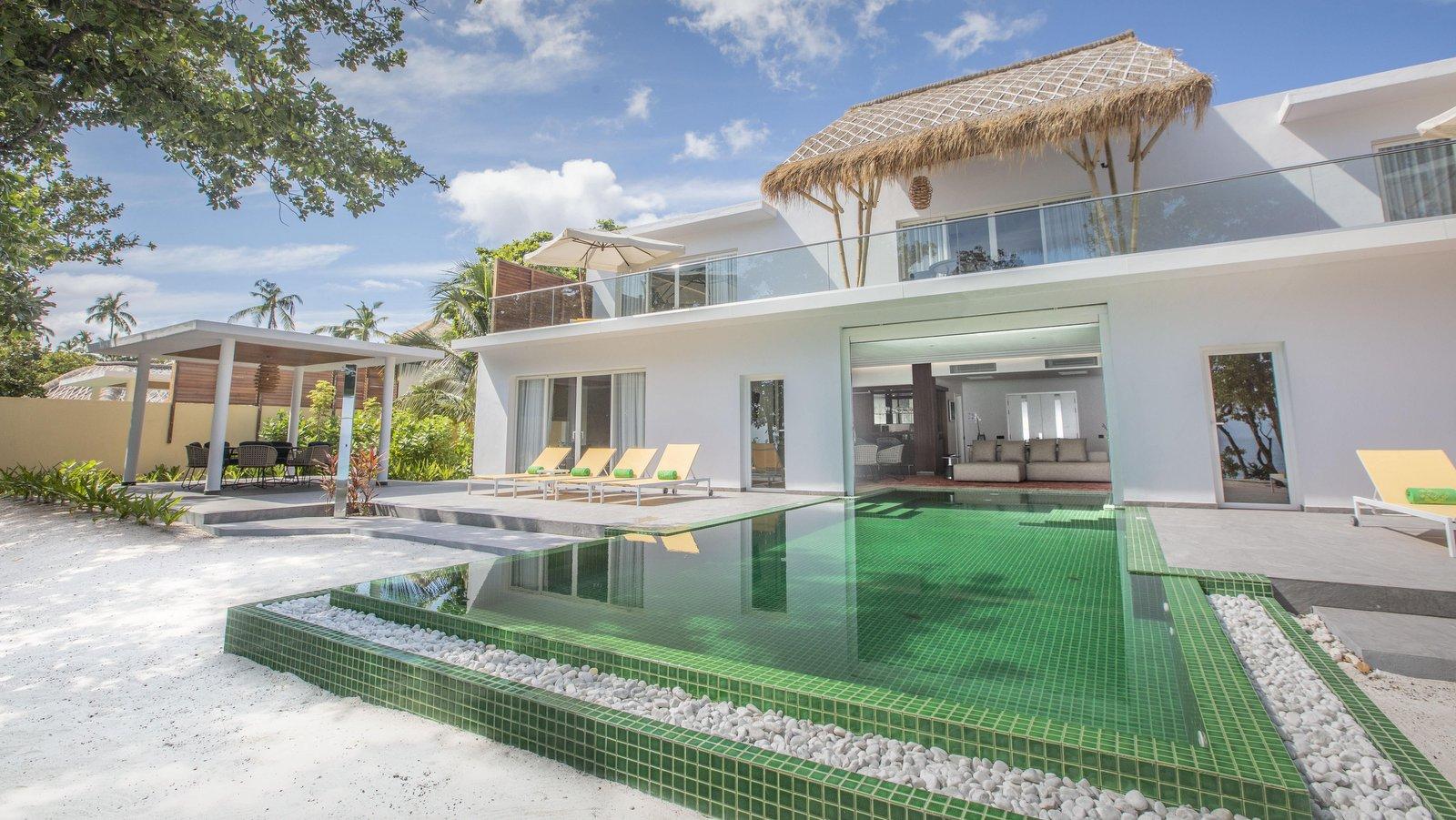 Мальдивы, отель Emerald Maldives Resort & Spa, номер Royal Beach Villa