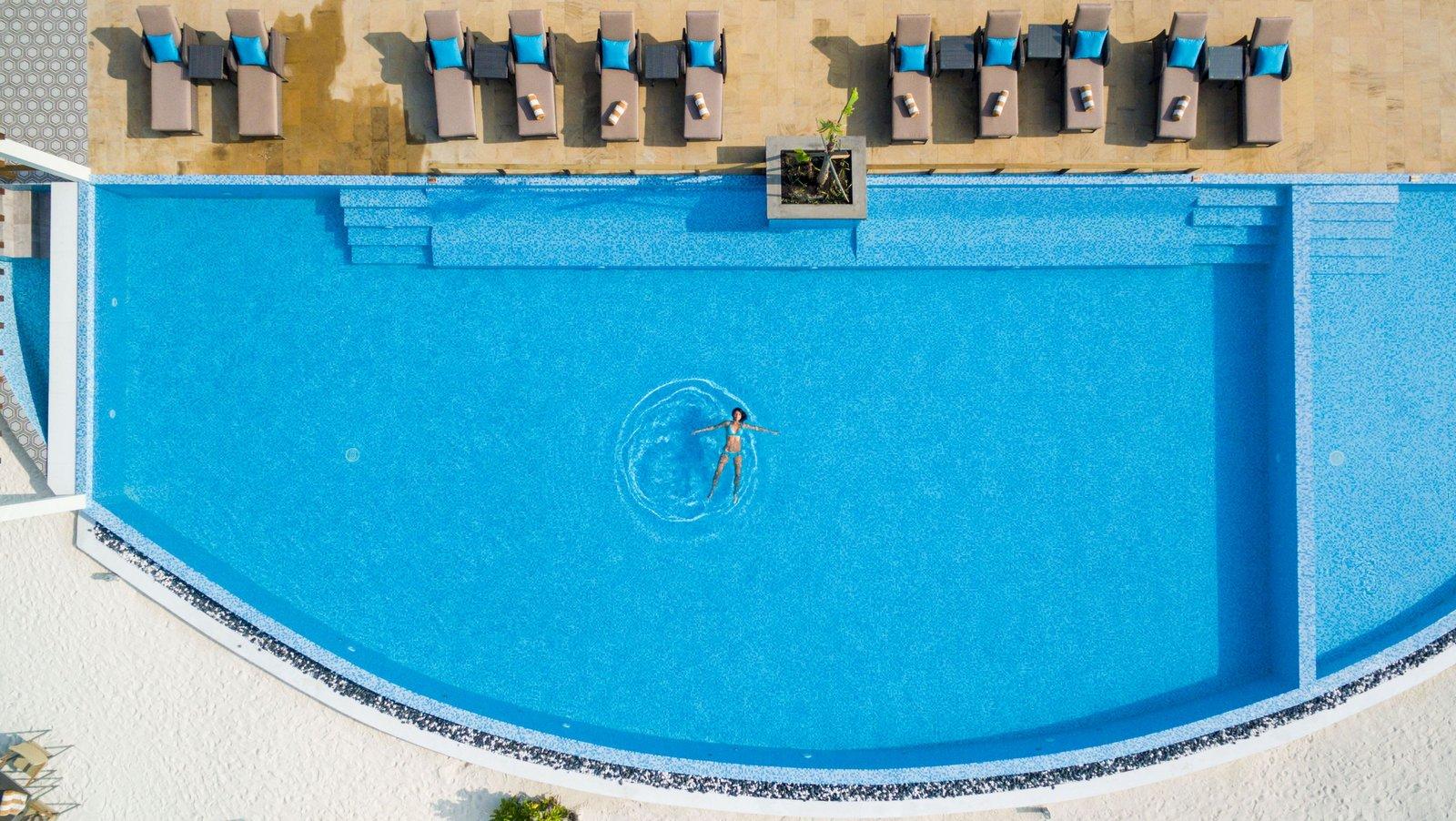 Мальдивы, отель Cocoon Maldives, бассейн