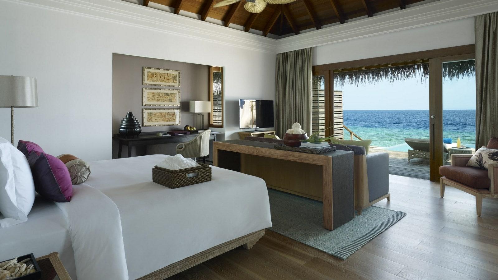 Мальдивы, отель Dusit Thani Maldives, номер Ocean Villa with Pool