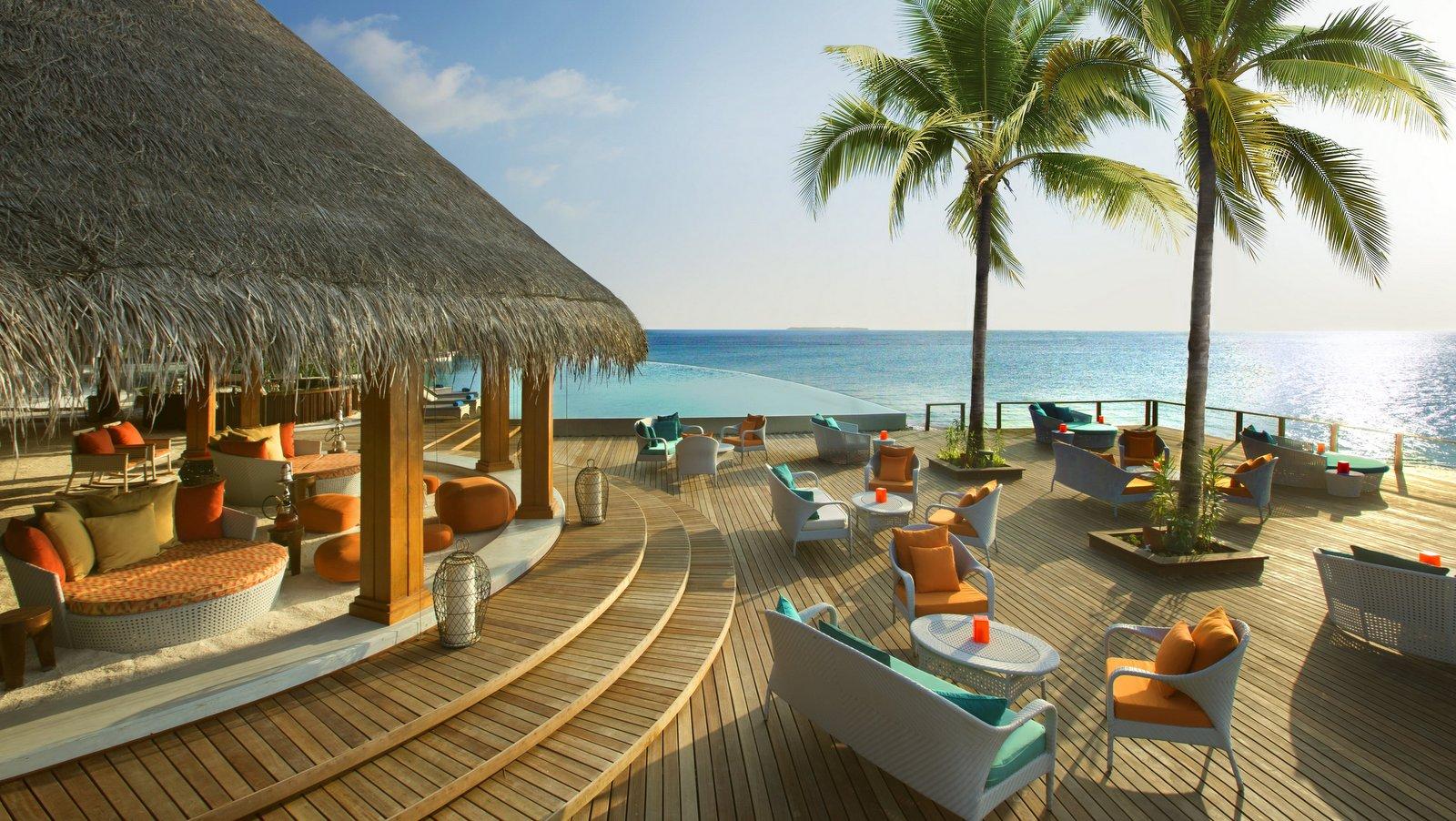 Мальдивы, отель Dusit Thani Maldives, бар Sand