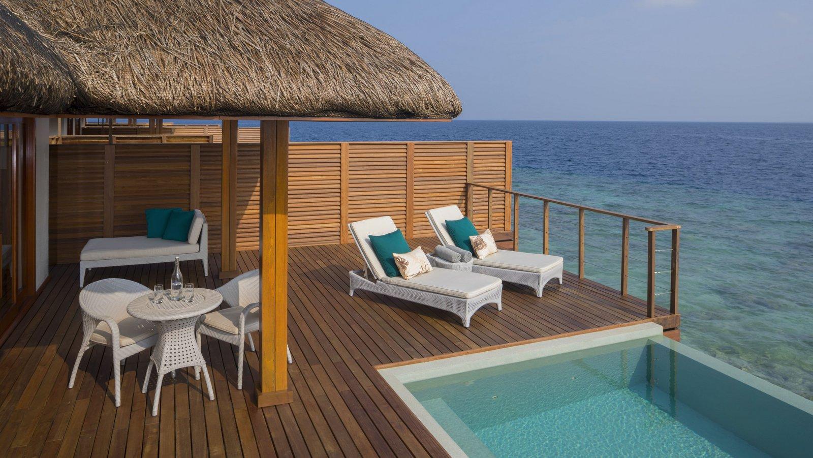 Мальдивы, отель Dusit Thani Maldives, номер Water Villa with Pool