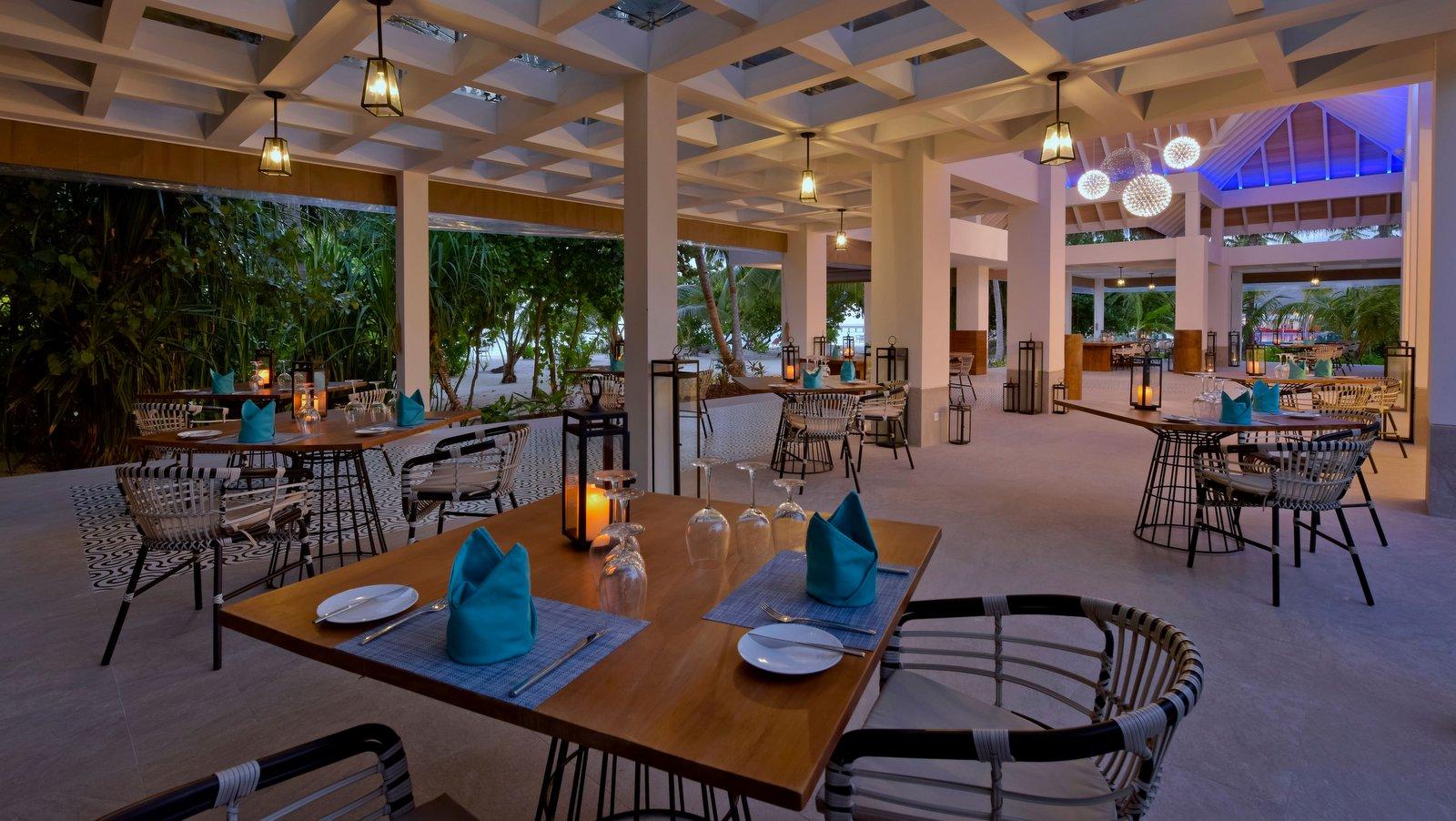 Мальдивы, отель Kandima Maldives, ресторан Azure