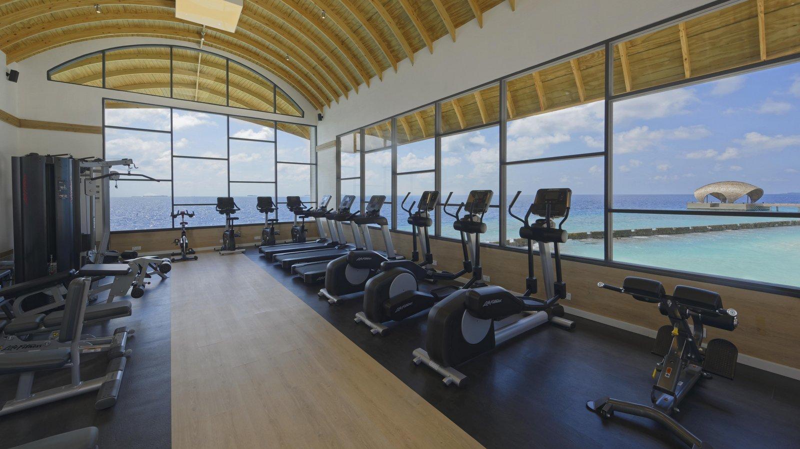 Мальдивы, отель LTI Maafushivaru Maldives, фитнес центр
