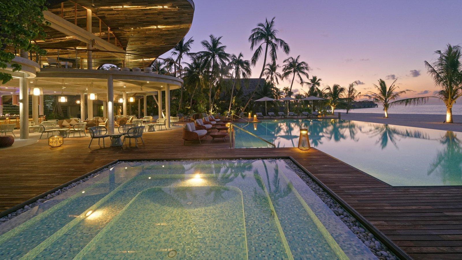 Мальдивы, отель LTI Maafushivaru Maldives, бассейн