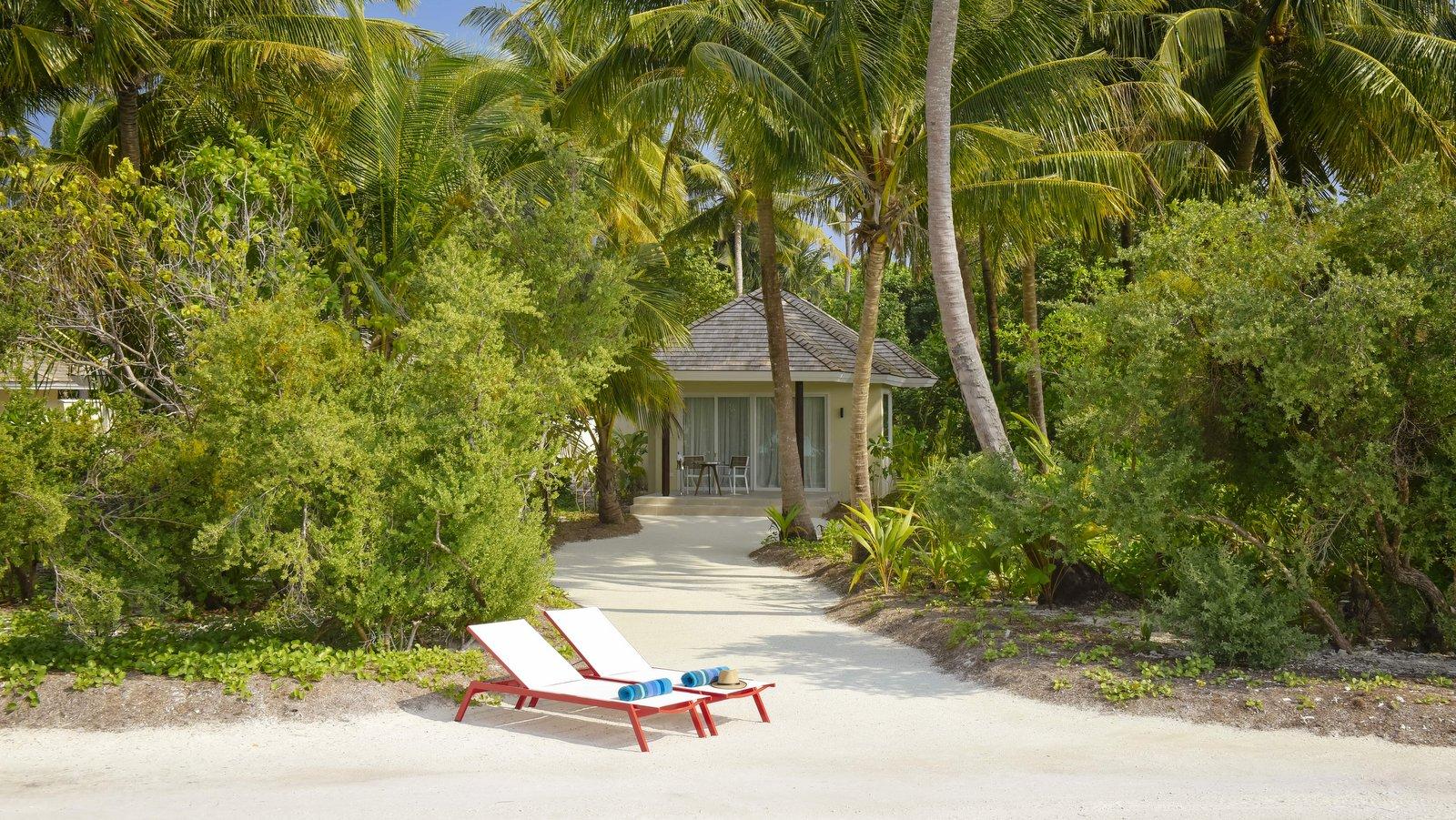 Мальдивы, отель Kandima Maldives, номер Beach Villa with Jacuzzi