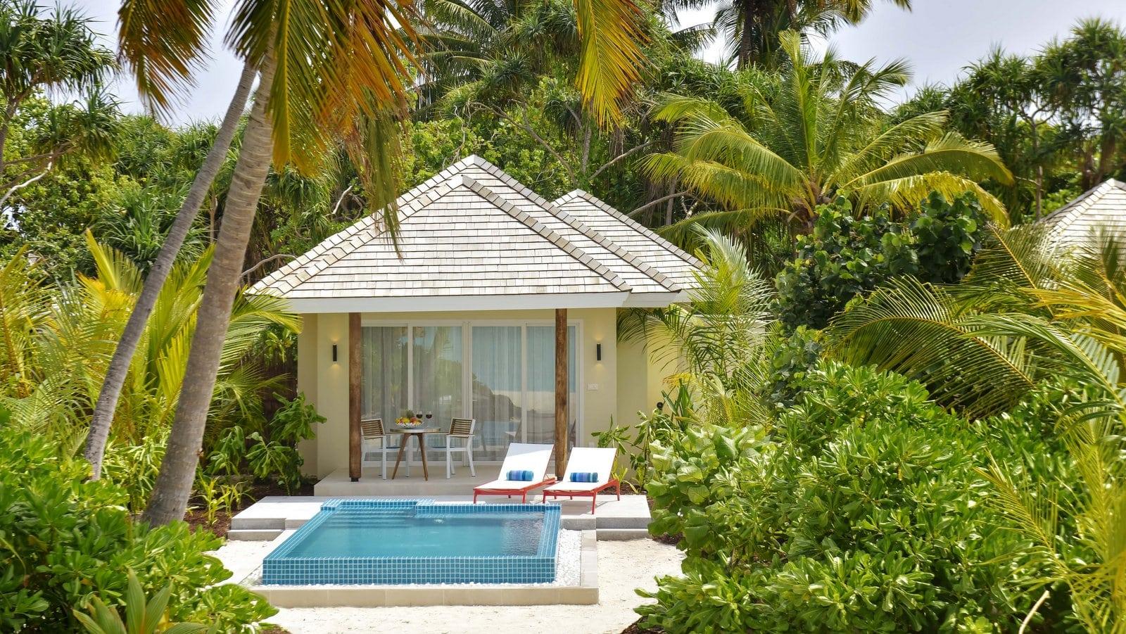 Мальдивы, отель Kandima Maldives, номер Beach Pool Villa with Jacuzzi