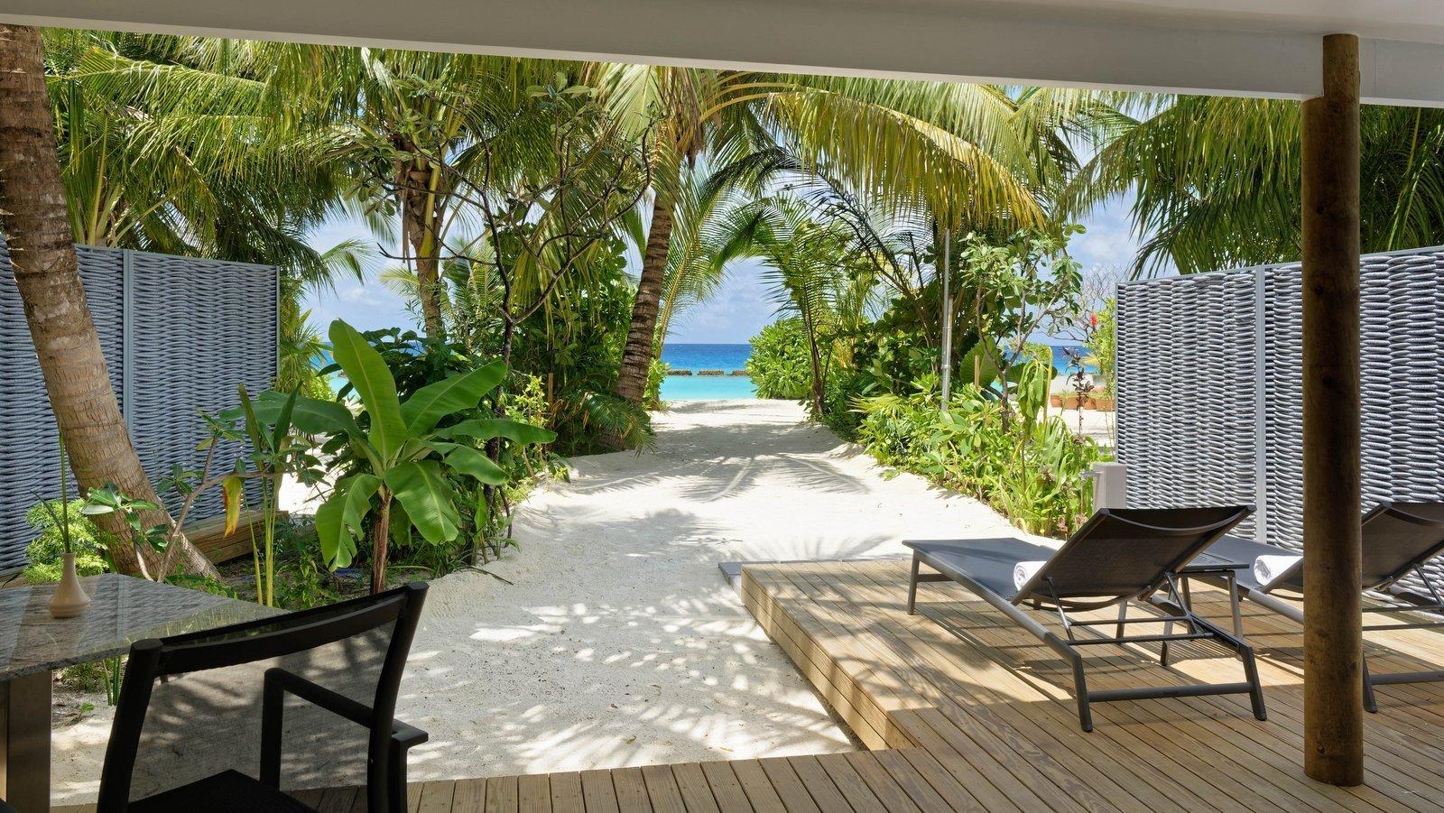 Мальдивы, отель LTI Maafushivaru Maldives, номер Beach Villa