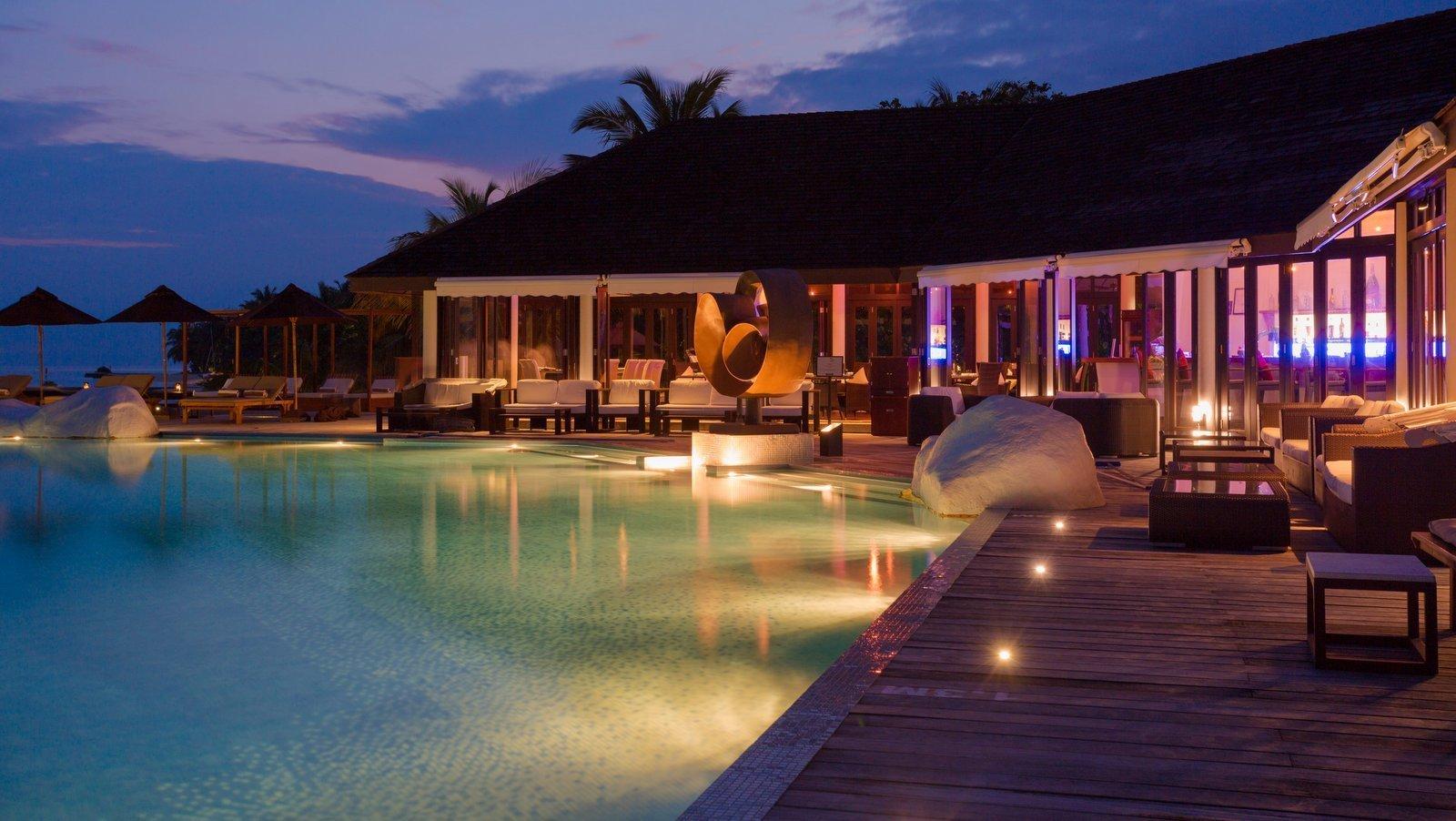 Мальдивы, отель Lily Beach Resort, ресторан Aqua Sunset